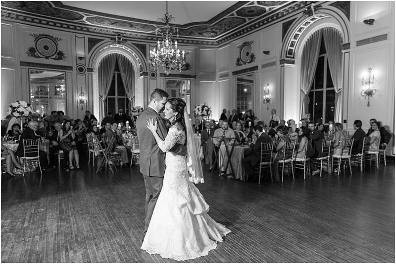 elegant-classic-wedding-photos-in-detroit-mi-at-the-colony-club-detroit-institute-of-arts-the-most-blessed-sacrament-by-courtney-carolyn-photography_0134.jpg