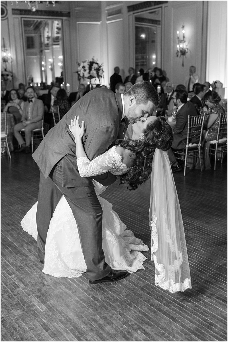 elegant-classic-wedding-photos-in-detroit-mi-at-the-colony-club-detroit-institute-of-arts-the-most-blessed-sacrament-by-courtney-carolyn-photography_0136.jpg