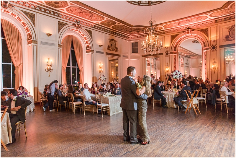 elegant-classic-wedding-photos-in-detroit-mi-at-the-colony-club-detroit-institute-of-arts-the-most-blessed-sacrament-by-courtney-carolyn-photography_0138.jpg