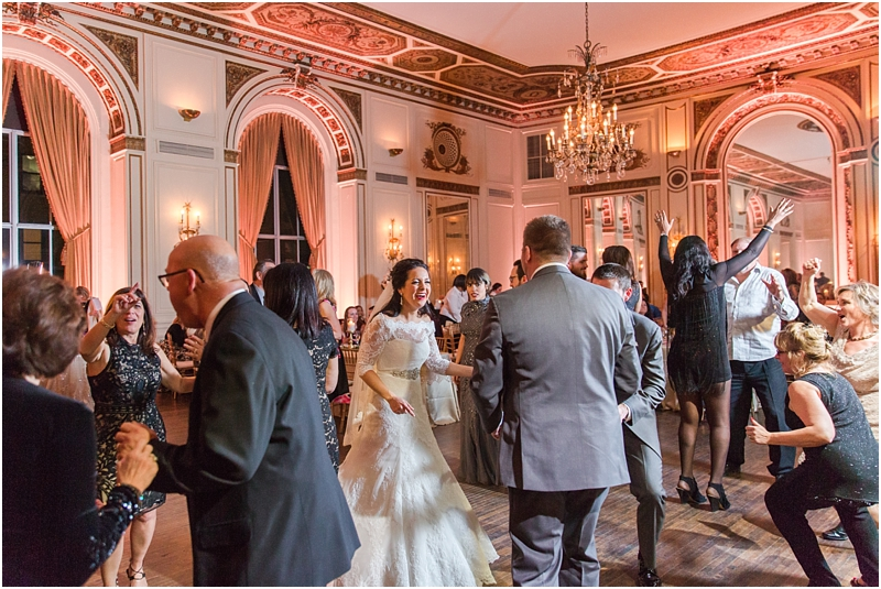 elegant-classic-wedding-photos-in-detroit-mi-at-the-colony-club-detroit-institute-of-arts-the-most-blessed-sacrament-by-courtney-carolyn-photography_0142.jpg