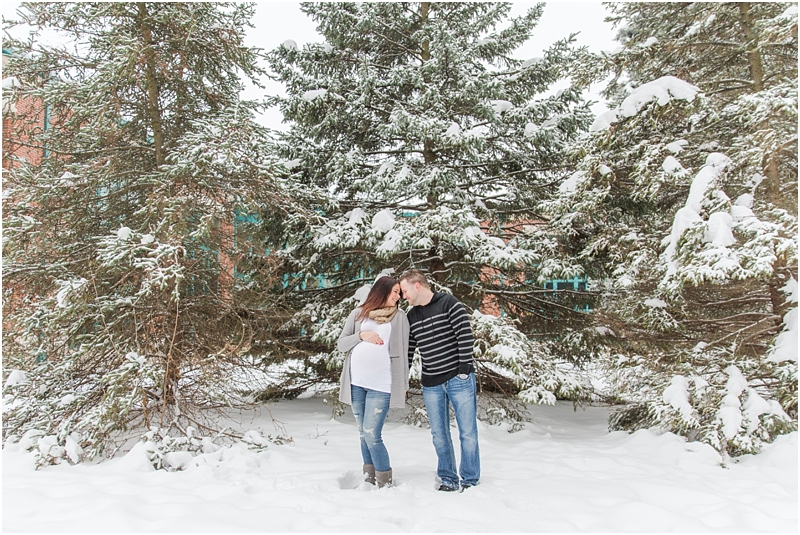 winter-maternity-portraits-in-rochester-mi-at-the-royal-park-hotel-by-courtney-carolyn-photography_0011.jpg