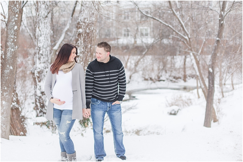winter-maternity-portraits-in-rochester-mi-at-the-royal-park-hotel-by-courtney-carolyn-photography_0029.jpg