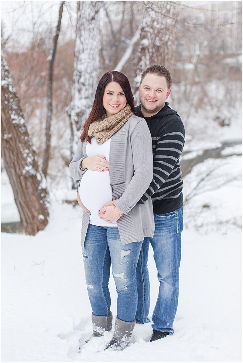 winter-maternity-portraits-in-rochester-mi-at-the-royal-park-hotel-by-courtney-carolyn-photography_0032.jpg