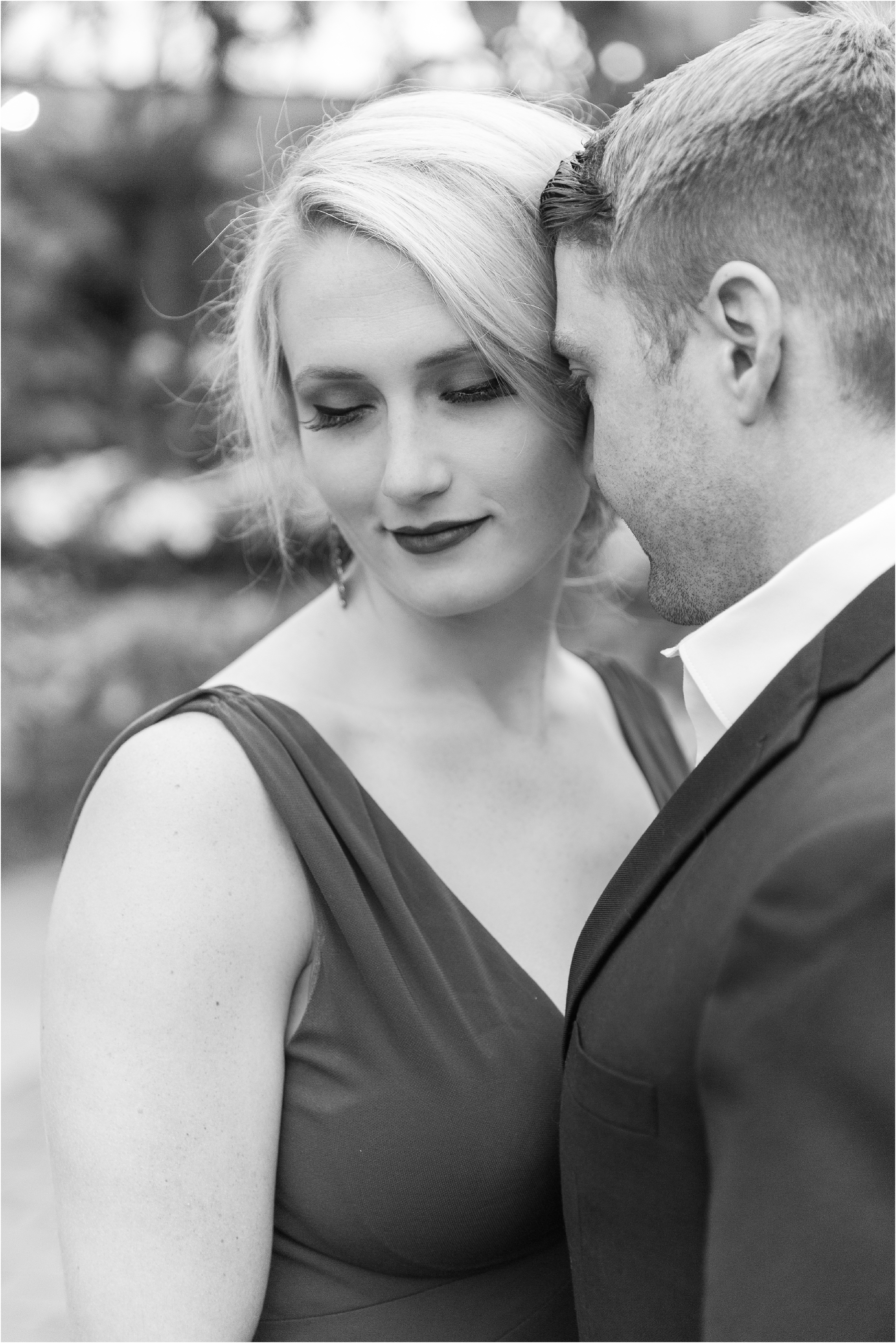 elegant-classic-belle-isle-conservatory-engagement-photos-in-detroit-mi-by-courtney-carolyn-photography_0014.jpg