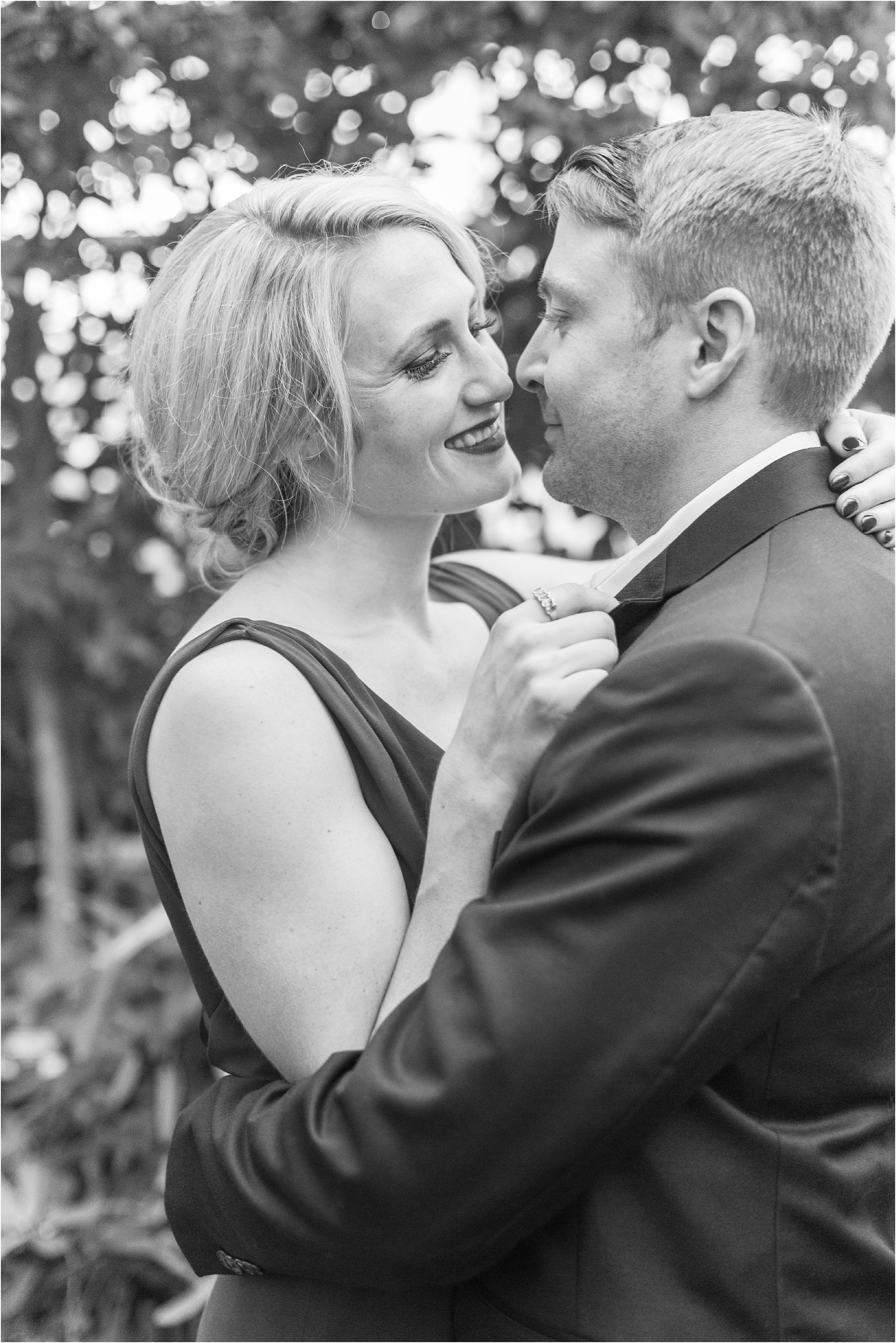 elegant-classic-belle-isle-conservatory-engagement-photos-in-detroit-mi-by-courtney-carolyn-photography_0019.jpg