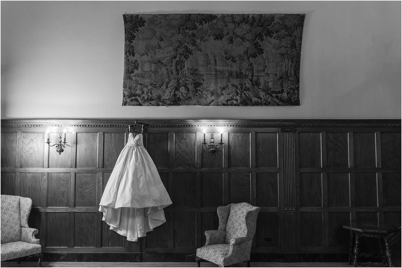 elegant-classic-fairytale-wedding-photos-in-detroit-mi-at-the-masonic-temple-by-courtney-carolyn-photography_0002.jpg