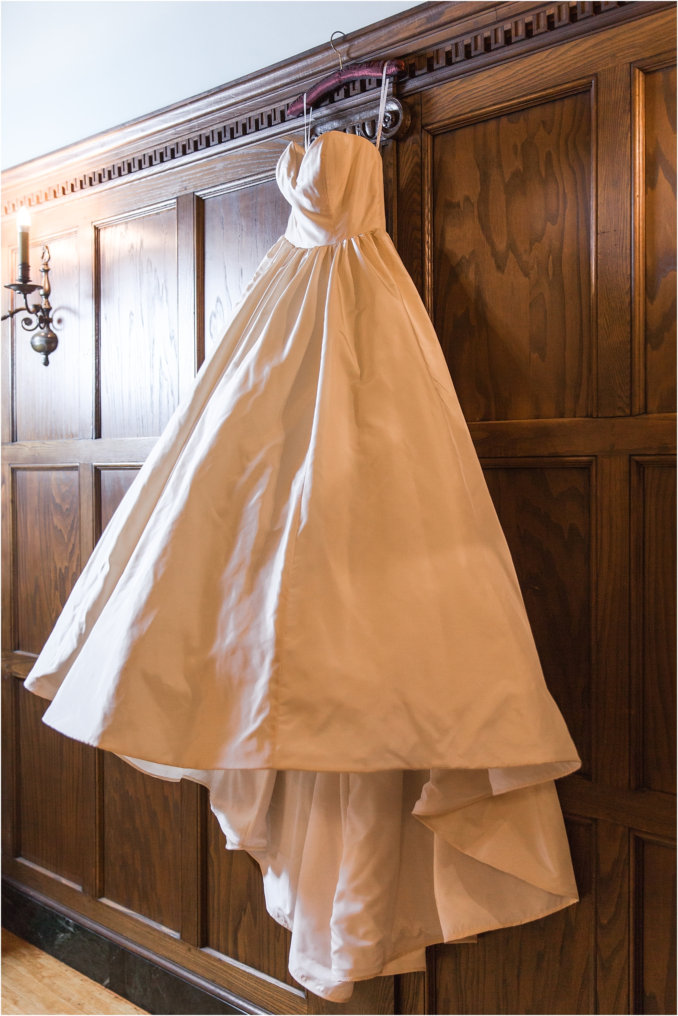elegant-classic-fairytale-wedding-photos-in-detroit-mi-at-the-masonic-temple-by-courtney-carolyn-photography_0151.jpg