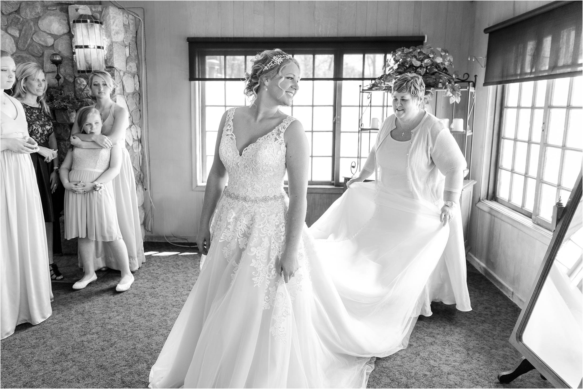 best-of-2016-wedding-photos-with-courtney-carolyn-photography-romantic-timeless-candid-wedding-photographer-in-detroit-mi_0024.jpg