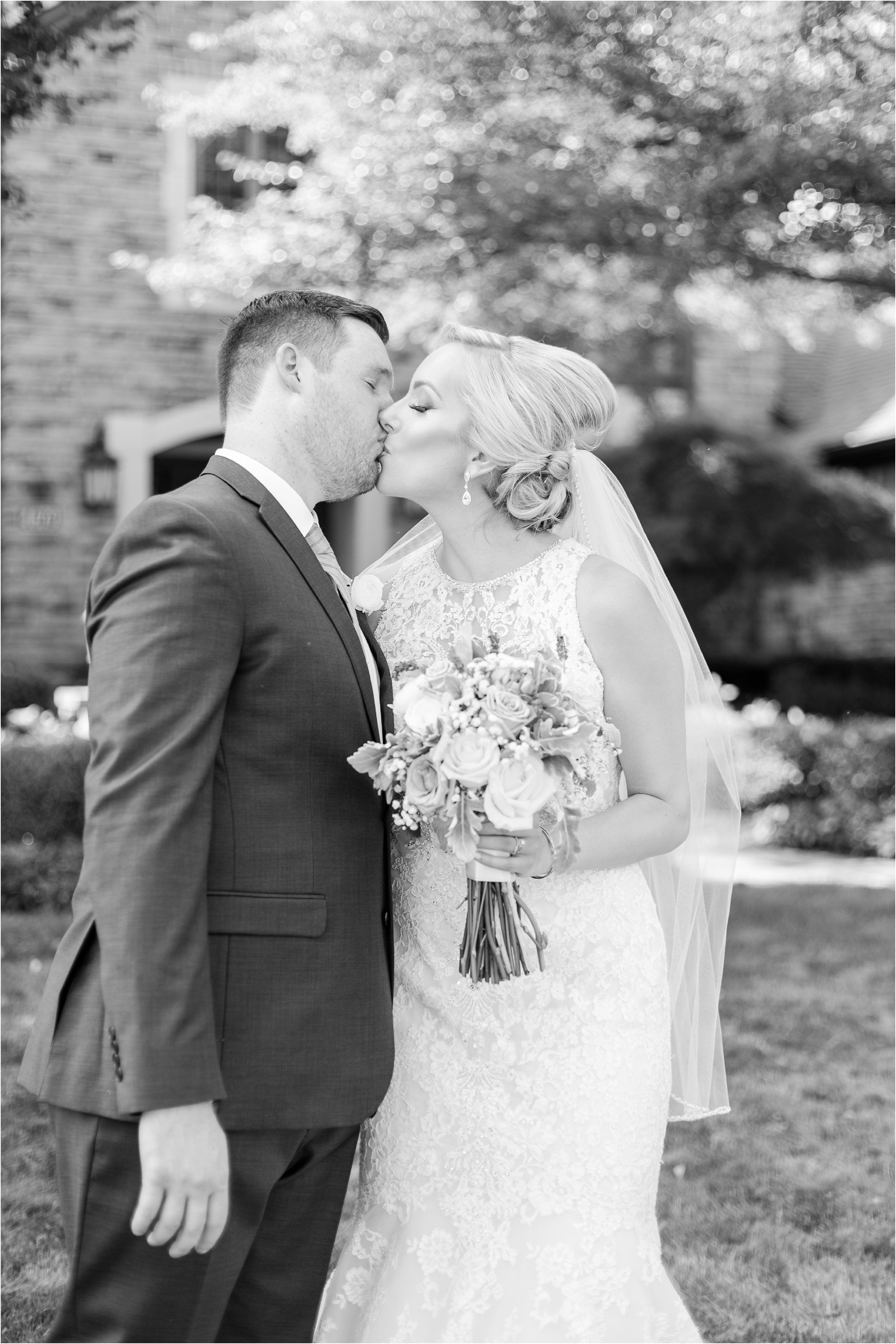 best-of-2016-wedding-photos-with-courtney-carolyn-photography-romantic-timeless-candid-wedding-photographer-in-detroit-mi_0165.jpg