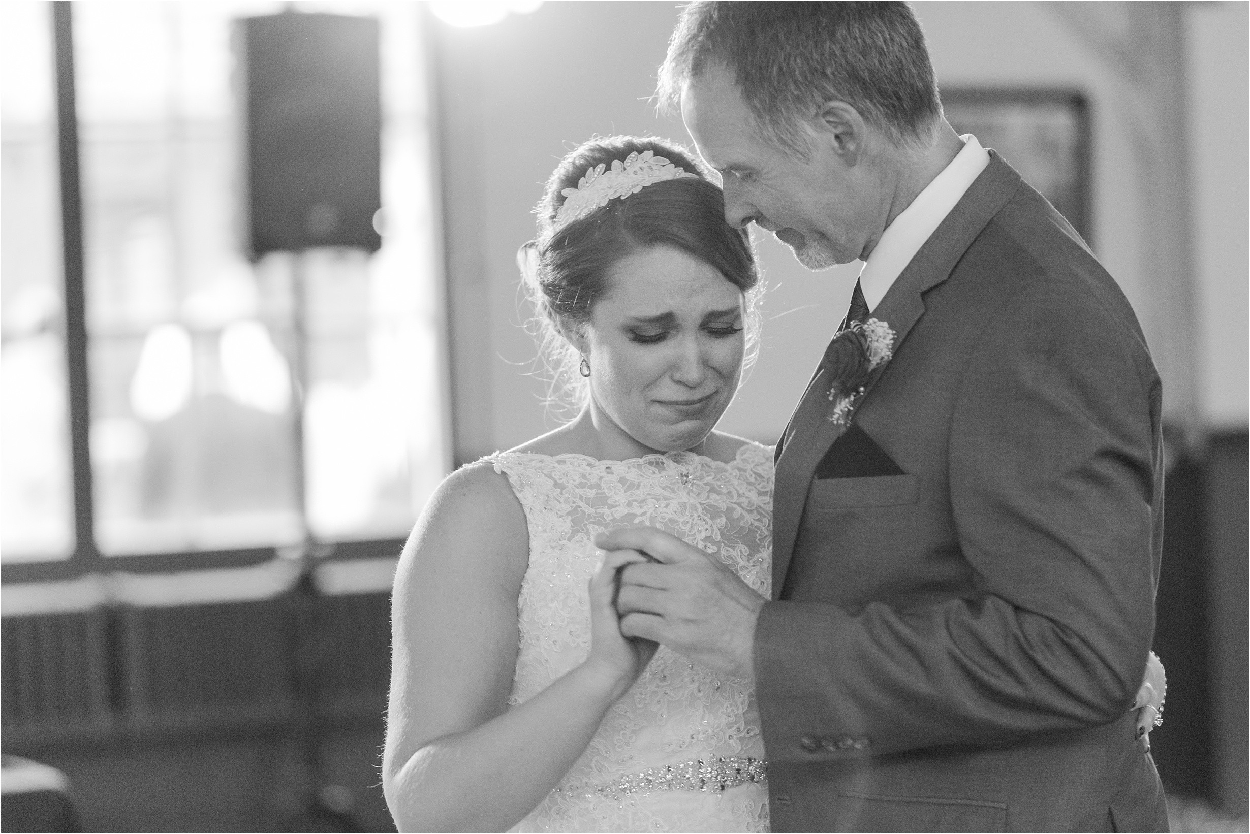 best-of-2016-wedding-photos-with-courtney-carolyn-photography-romantic-timeless-candid-wedding-photographer-in-detroit-mi_0103.jpg
