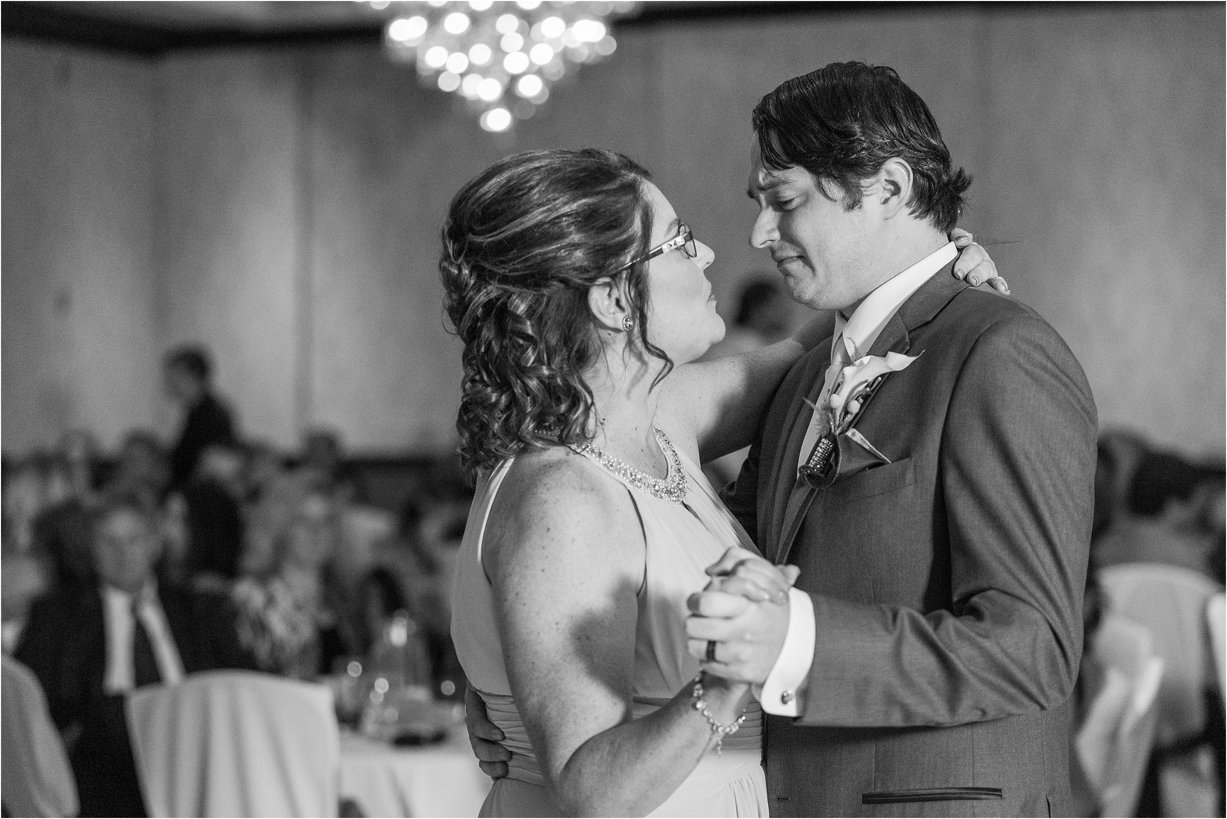 best-of-2016-wedding-photos-with-courtney-carolyn-photography-romantic-timeless-candid-wedding-photographer-in-detroit-mi_0133.jpg