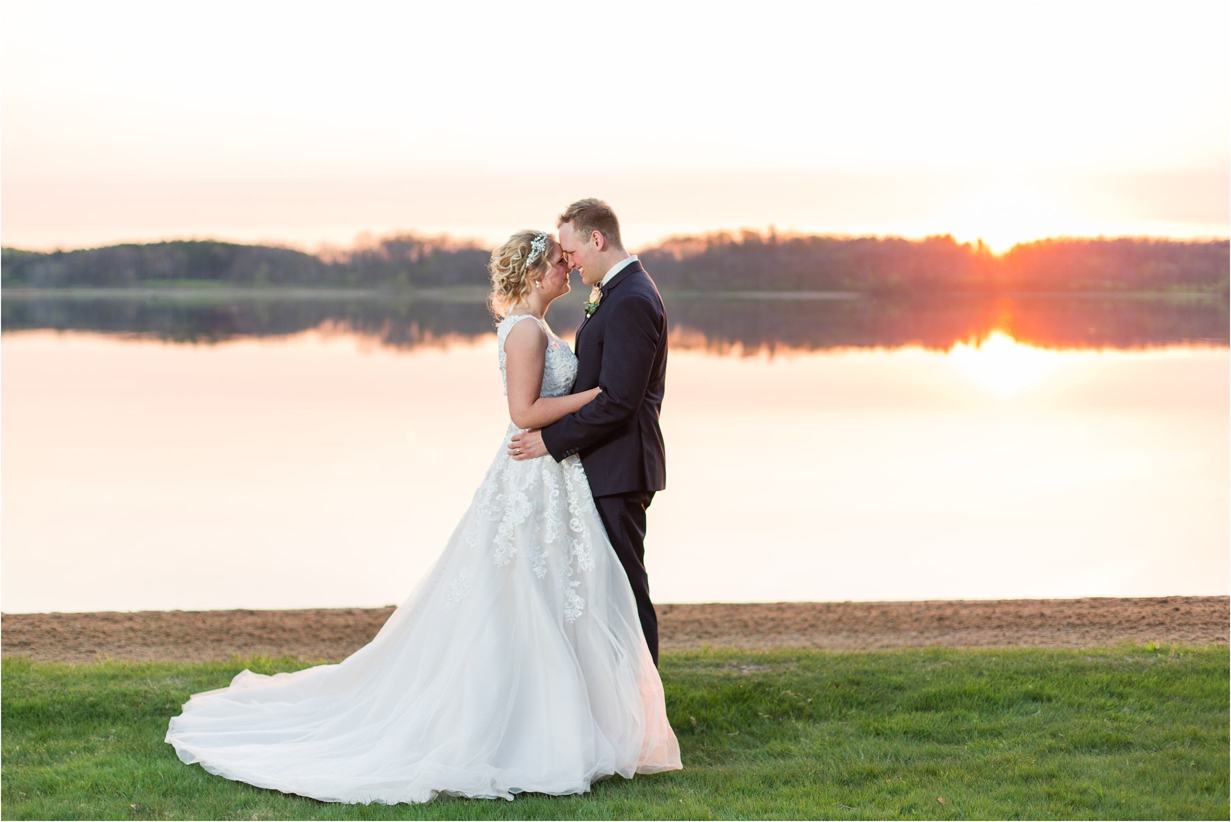 best-of-2016-wedding-photos-with-courtney-carolyn-photography-romantic-timeless-candid-wedding-photographer-in-detroit-mi_0027.jpg