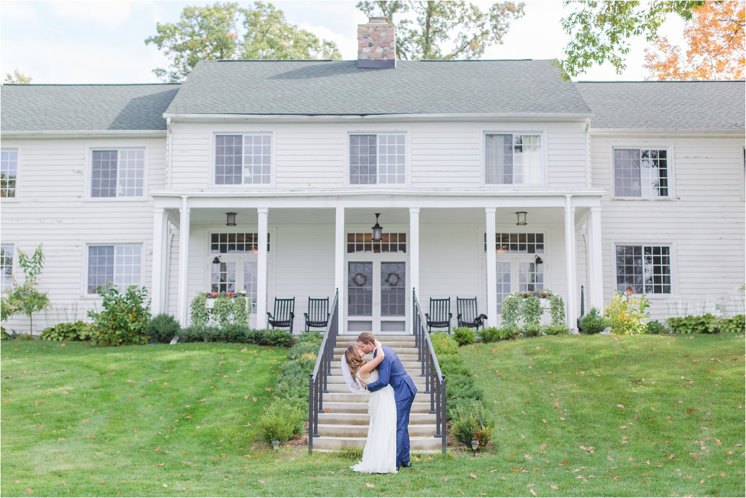 romantic-timeless-candid-wedding-photos-at-waldenwoods-resort-and-conference-center-by-courtney-carolyn-photography_0001.jpg