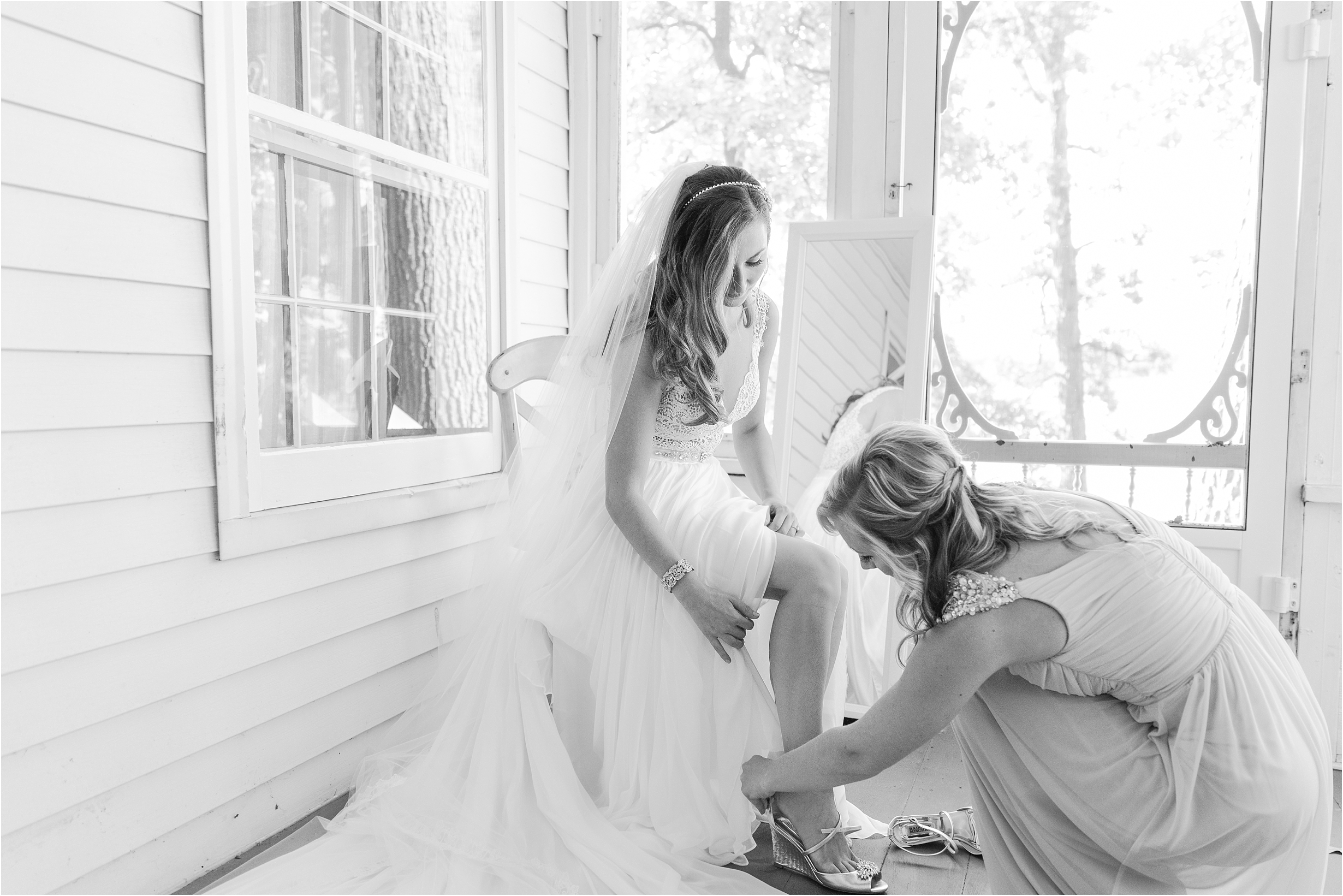 romantic-timeless-candid-wedding-photos-at-waldenwoods-resort-and-conference-center-by-courtney-carolyn-photography_0006.jpg
