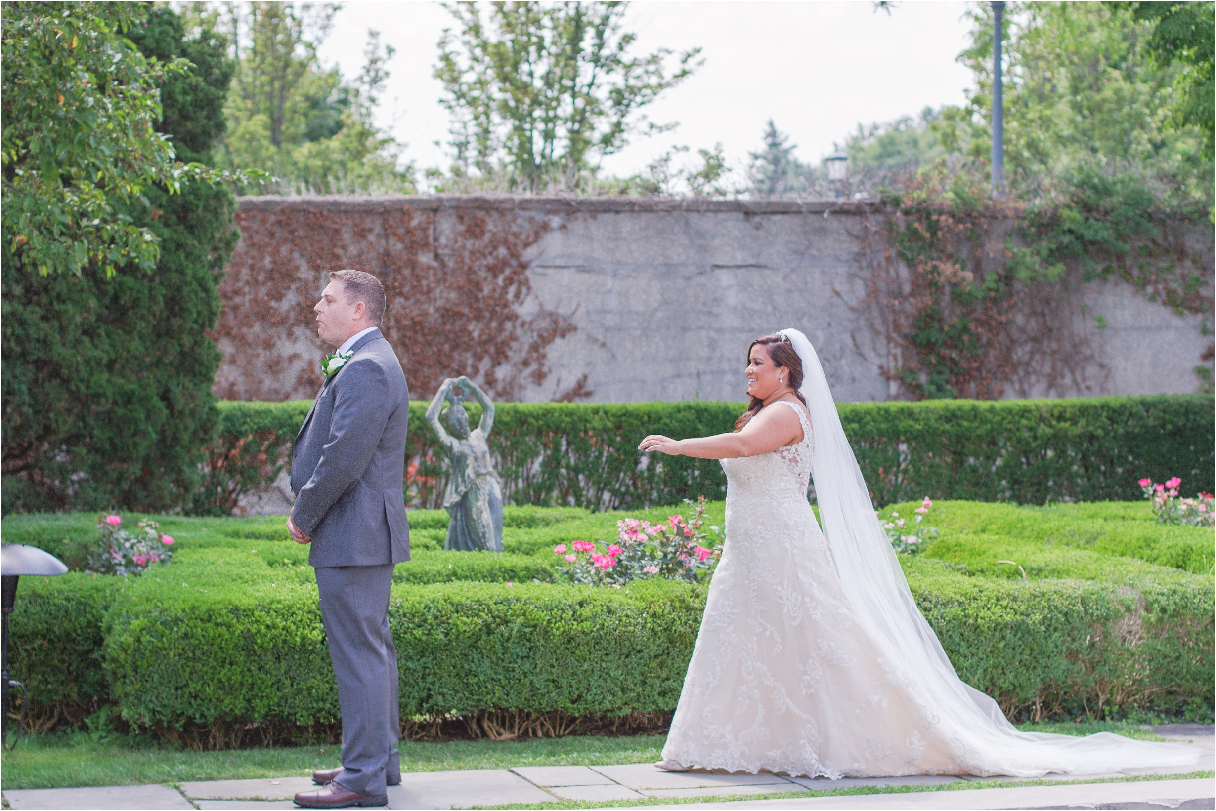 romantic-timeless-candid-wedding-photos-at-the-war-memorial-in-grosse-pointe-mi-by-courtney-carolyn-photography_0003.jpg