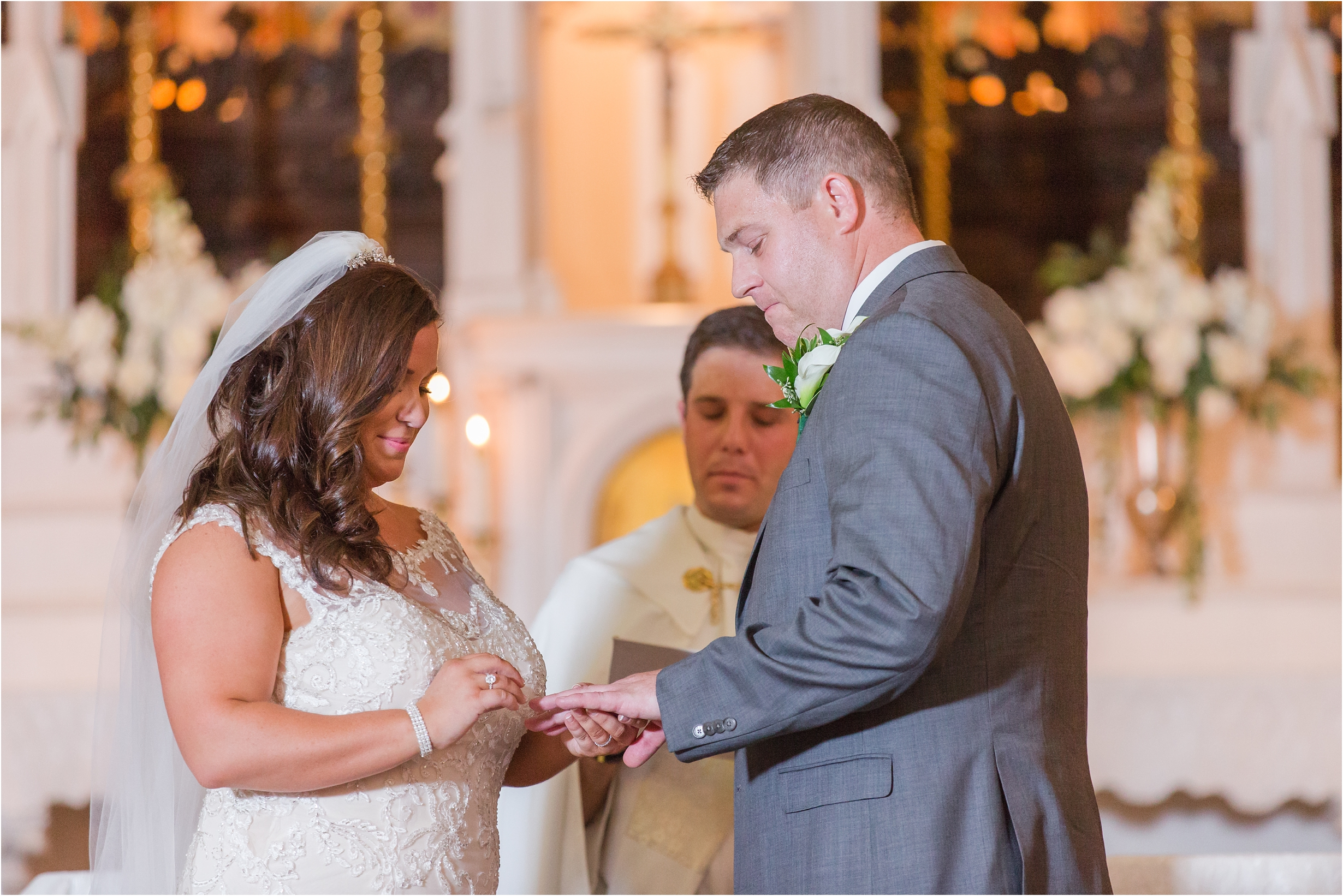 romantic-timeless-candid-wedding-photos-at-grosse-pointe-academy-in-grosse-pointe-mi-by-courtney-carolyn-photography_0004.jpg