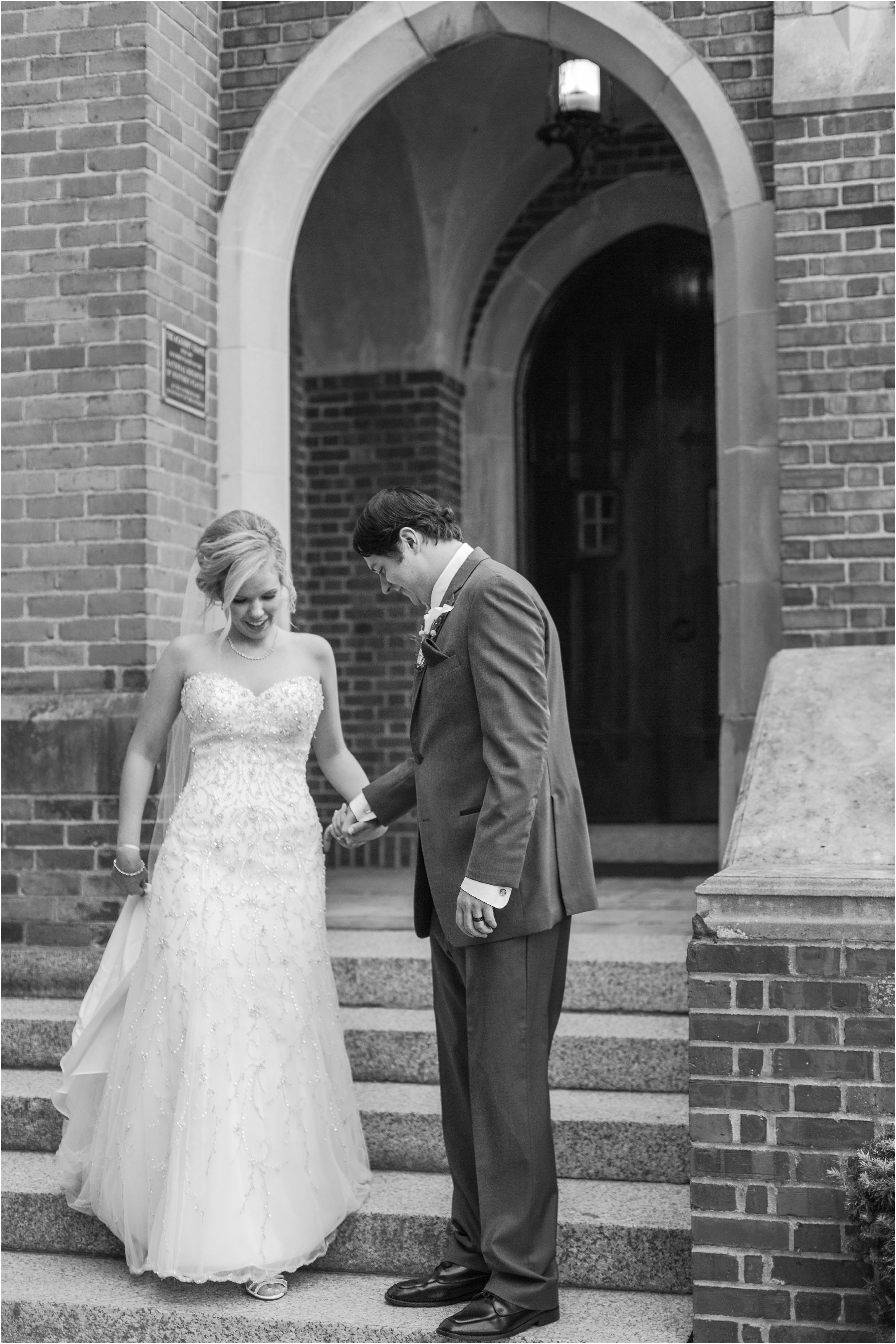 romantic-timeless-candid-wedding-photos-at-grosse-pointe-academy-in-grosse-pointe-mi-by-courtney-carolyn-photography_0014.jpg