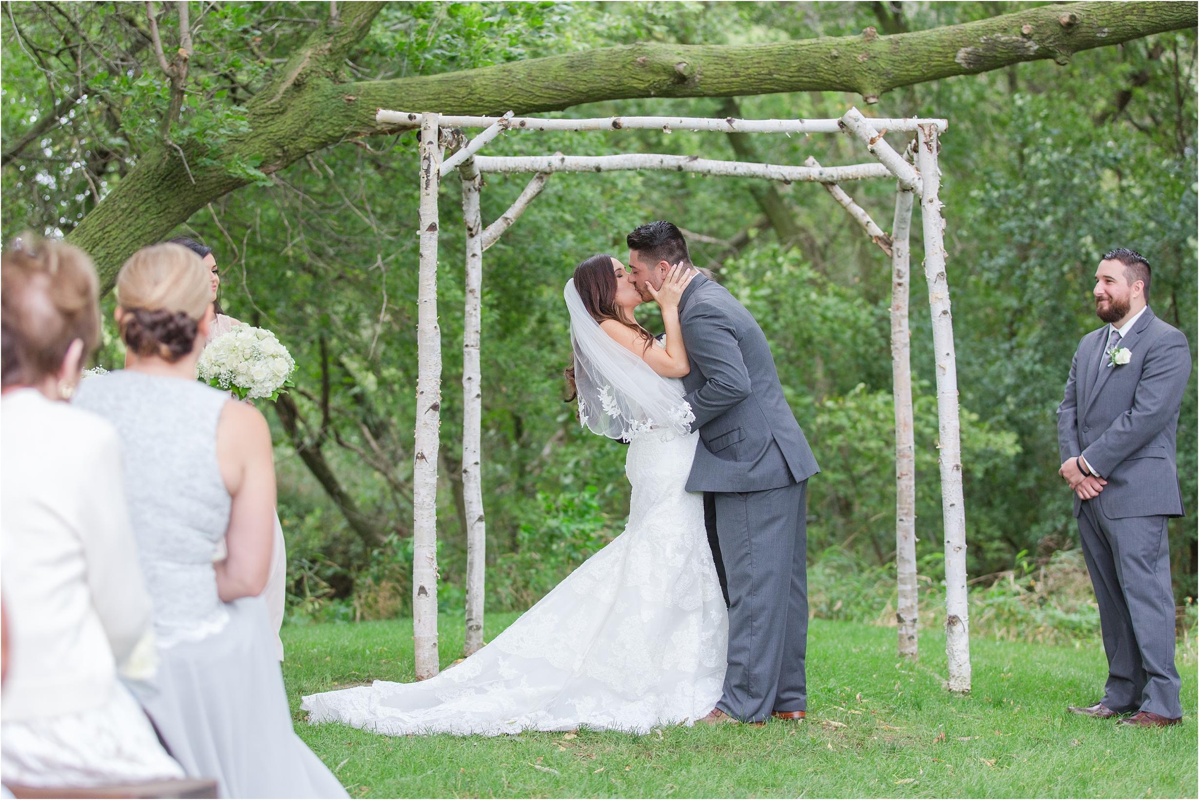 romantic-timeless-candid-wedding-photos-at-the-valley-frutig-farms-in-ann-arbor-mi-by-courtney-carolyn-photography_0005.jpg