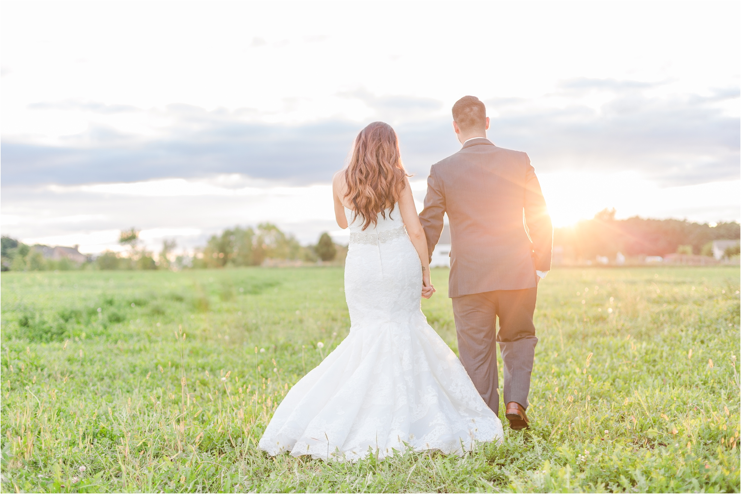 romantic-timeless-candid-wedding-photos-at-the-valley-frutig-farms-in-ann-arbor-mi-by-courtney-carolyn-photography_0008.jpg