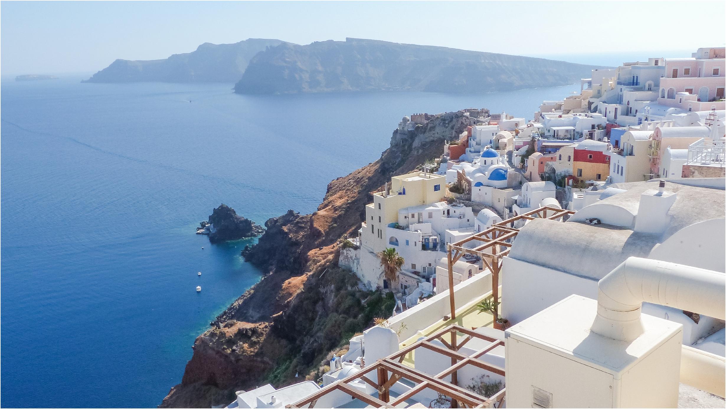 santorini-greece-wedding-photos-in-oia-destination-wedding-photographer-by-courtney-carolyn-photography_0001.jpg