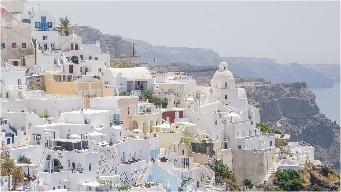 santorini-greece-wedding-photos-in-oia-destination-wedding-photographer-by-courtney-carolyn-photography_0011.jpg