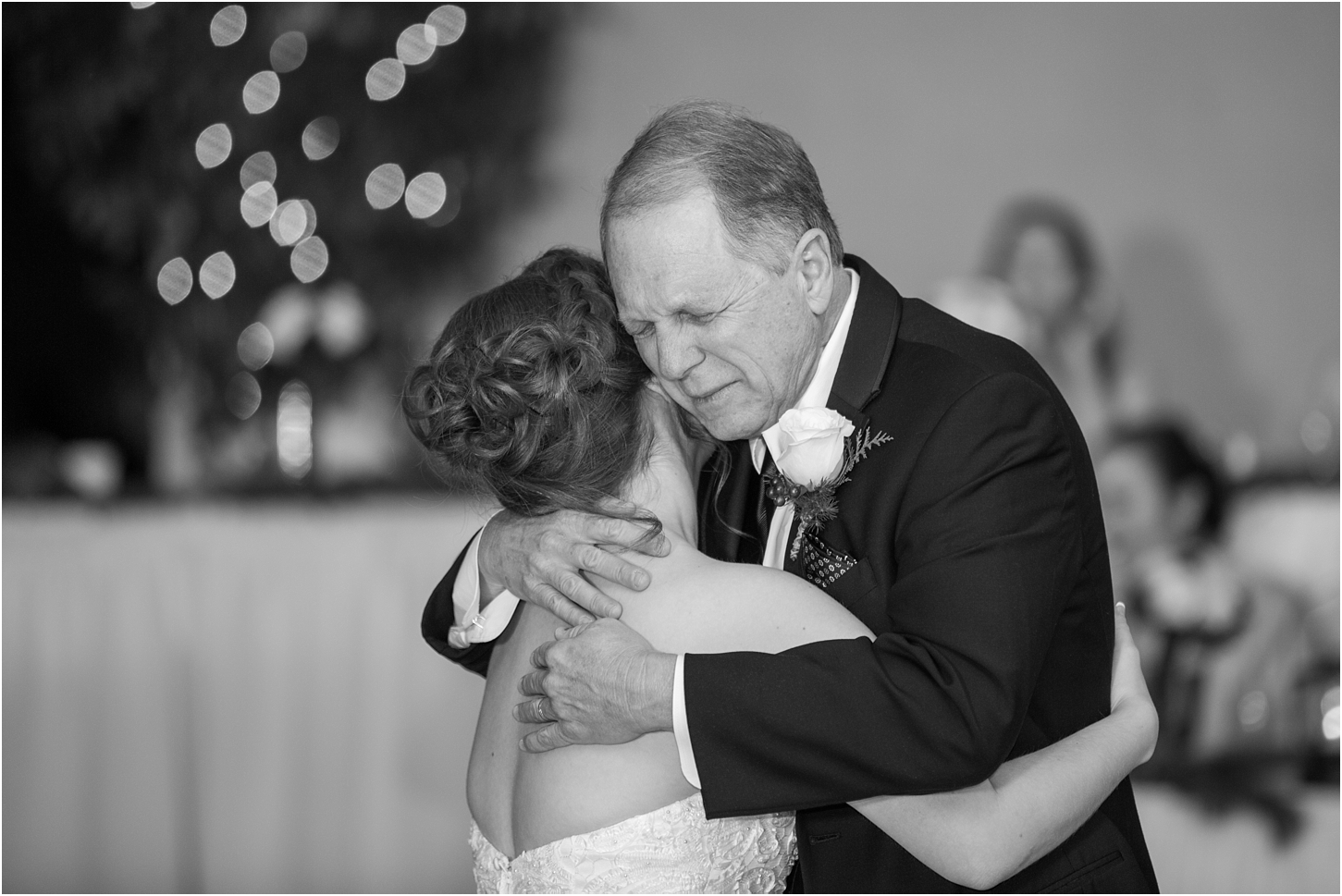 why-you-should-have-an-unplugged-wedding-by-courtney-carolyn-photography_0051.jpg