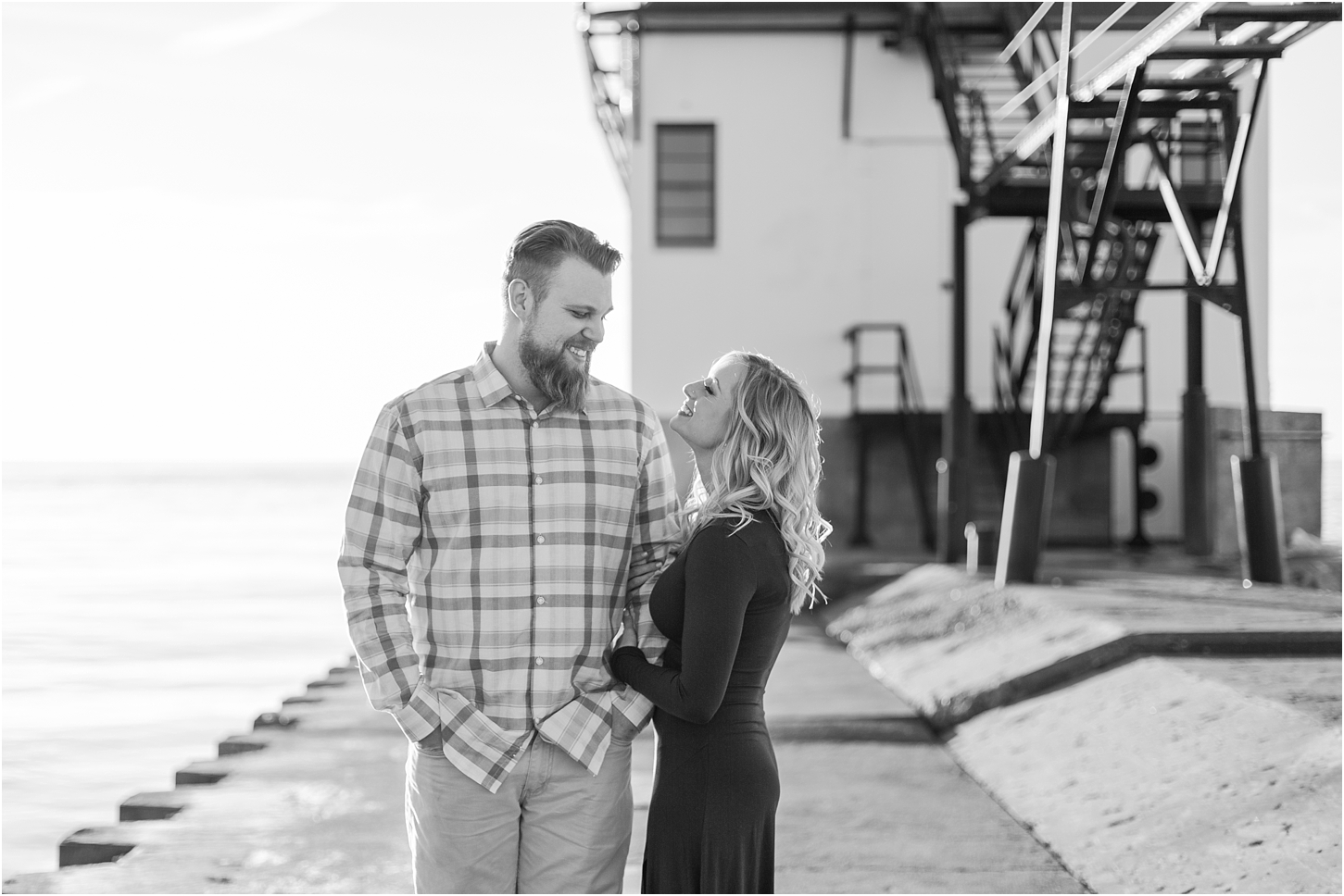 romantic-sunset-beach-engagement-photos-at-silver-beach-in-saint-joseph-mi-by-courtney-carolyn-photography_0015.jpg