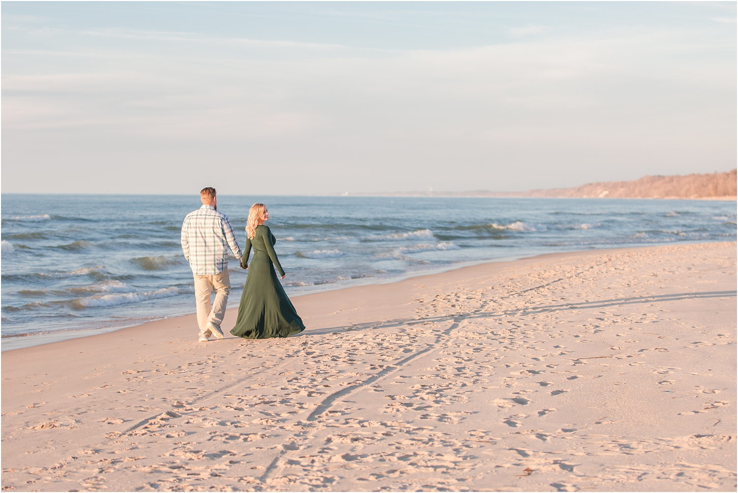 romantic-sunset-beach-engagement-photos-at-silver-beach-in-saint-joseph-mi-by-courtney-carolyn-photography_0026.jpg