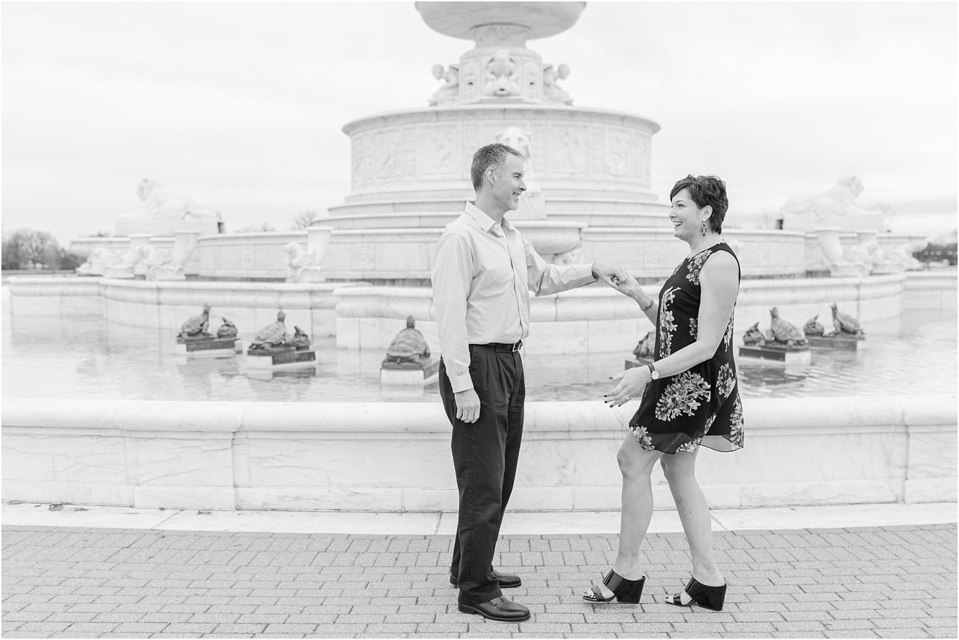 downtown-detroit-engagement-photos-on-belle-isle-by-courtney-carolyn-photography_0010.jpg