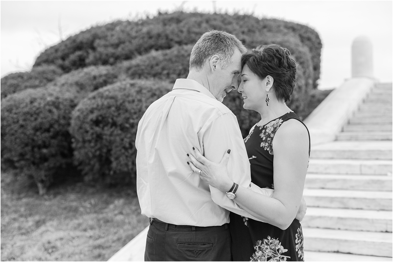 downtown-detroit-engagement-photos-on-belle-isle-by-courtney-carolyn-photography_0022.jpg