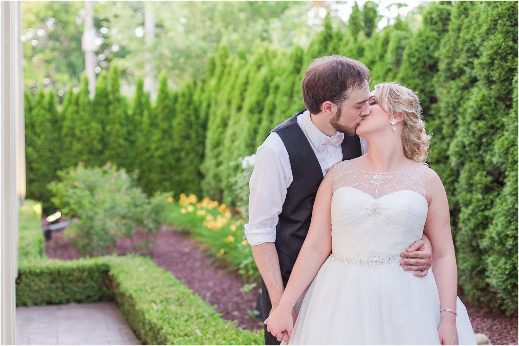 lord-of-the-rings-inspired-wedding-photos-at-crystal-gardens-in-howell-mi-by-courtney-carolyn-photography_0112.jpg