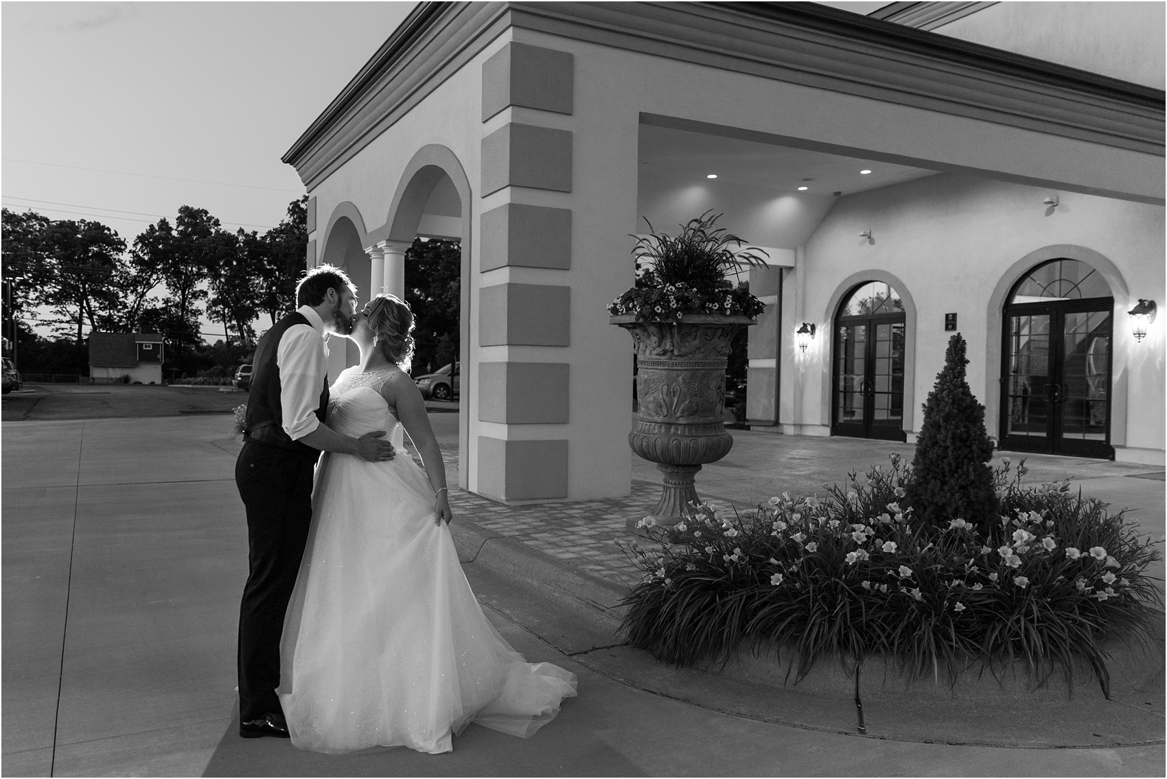 lord-of-the-rings-inspired-wedding-photos-at-crystal-gardens-in-howell-mi-by-courtney-carolyn-photography_0130.jpg