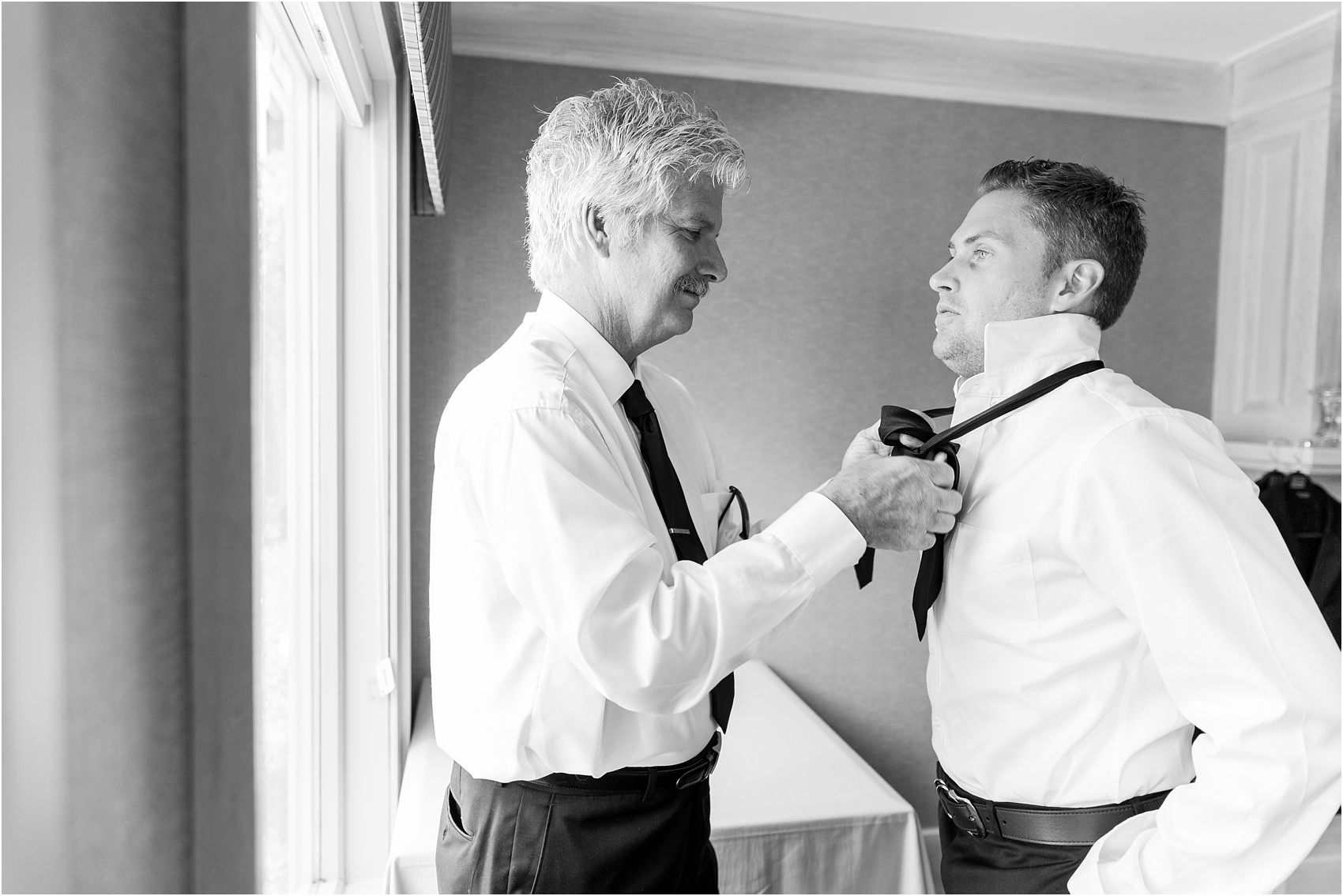classic-wedding-photos-at-great-oaks-country-club-in-rochester-hills-mi-by-courtney-carolyn-photography_0004.jpg