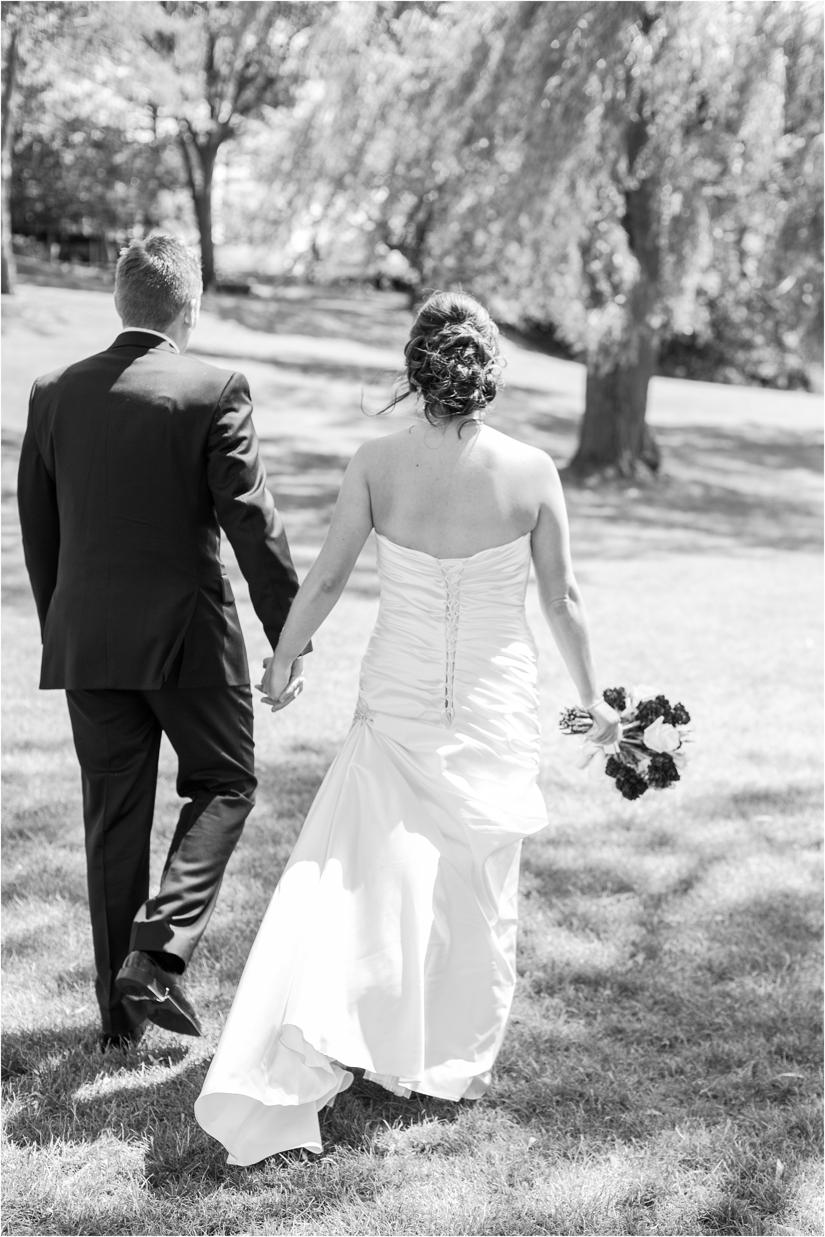 classic-wedding-photos-at-great-oaks-country-club-in-rochester-hills-mi-by-courtney-carolyn-photography_0050.jpg