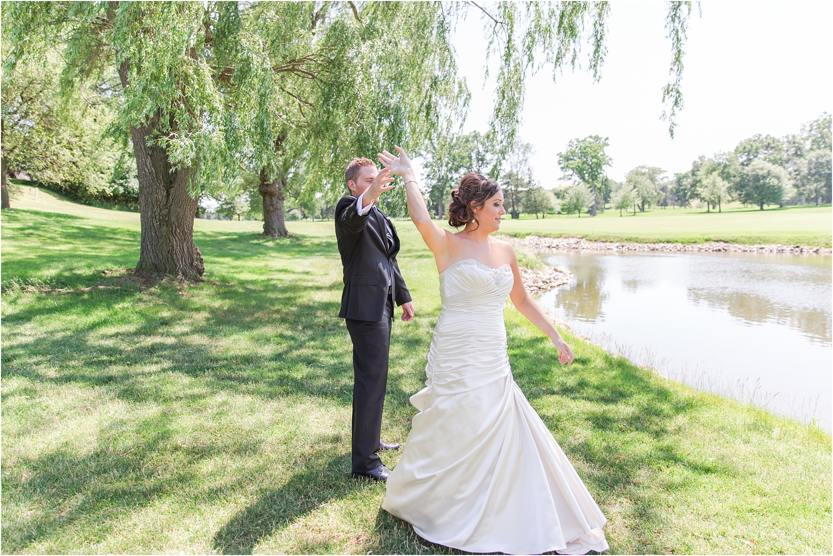 classic-wedding-photos-at-great-oaks-country-club-in-rochester-hills-mi-by-courtney-carolyn-photography_0055.jpg