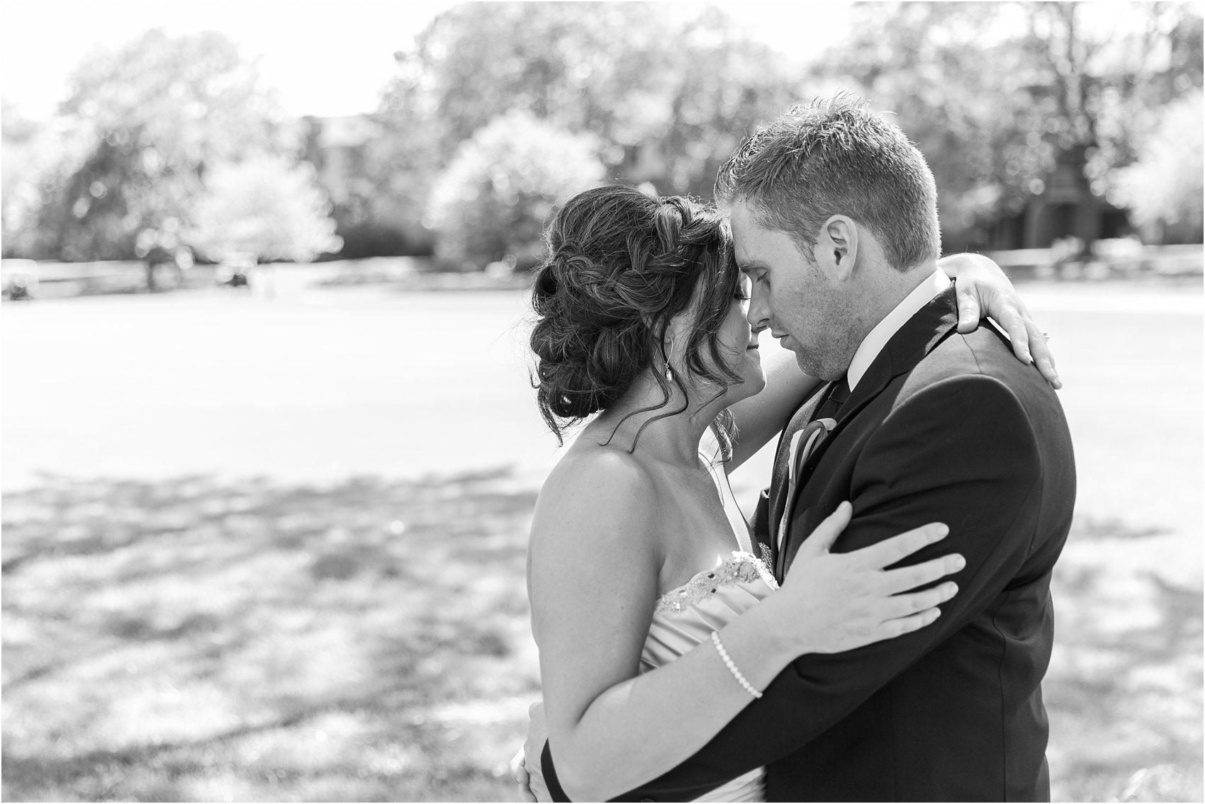 classic-wedding-photos-at-great-oaks-country-club-in-rochester-hills-mi-by-courtney-carolyn-photography_0059.jpg