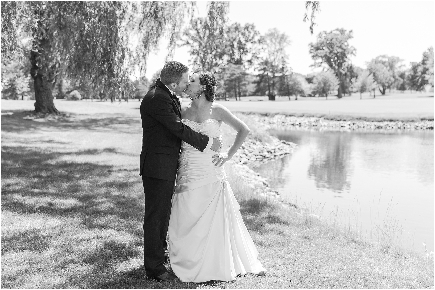 classic-wedding-photos-at-great-oaks-country-club-in-rochester-hills-mi-by-courtney-carolyn-photography_0061.jpg