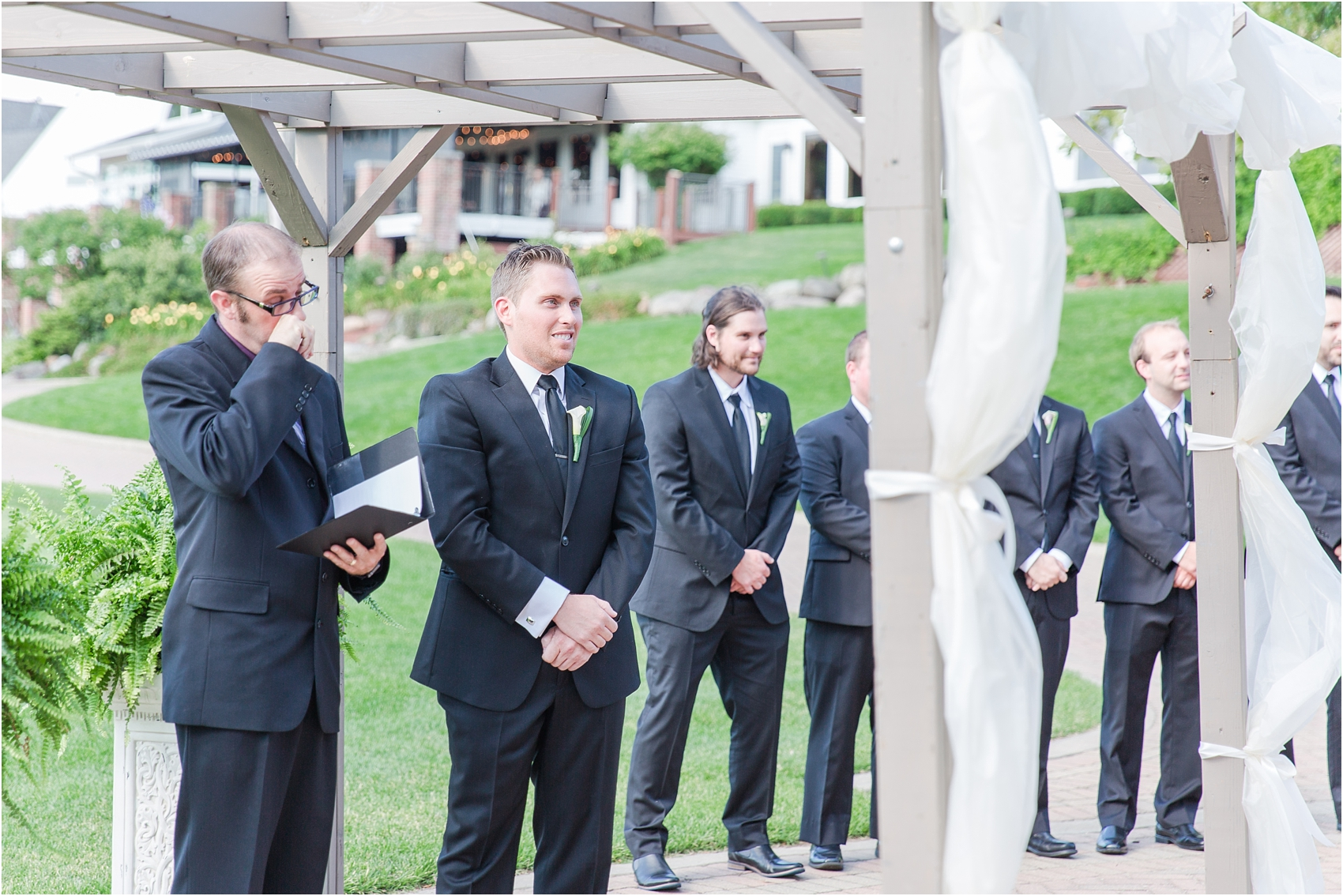 classic-wedding-photos-at-great-oaks-country-club-in-rochester-hills-mi-by-courtney-carolyn-photography_0067.jpg