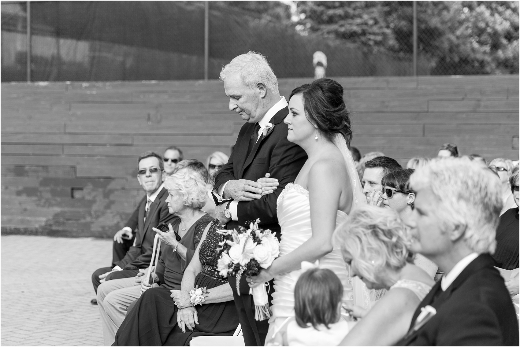 classic-wedding-photos-at-great-oaks-country-club-in-rochester-hills-mi-by-courtney-carolyn-photography_0069.jpg