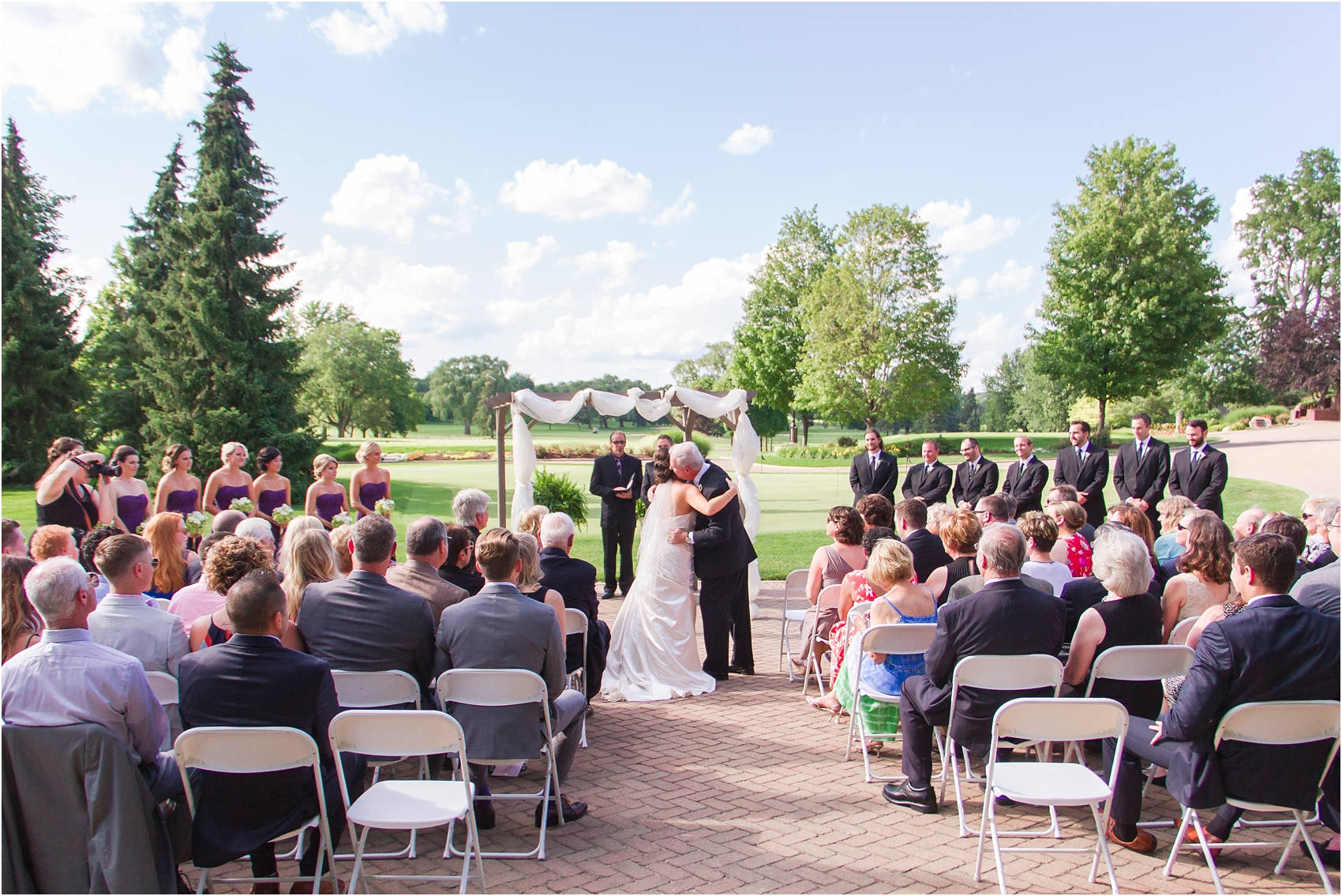 classic-wedding-photos-at-great-oaks-country-club-in-rochester-hills-mi-by-courtney-carolyn-photography_0071.jpg