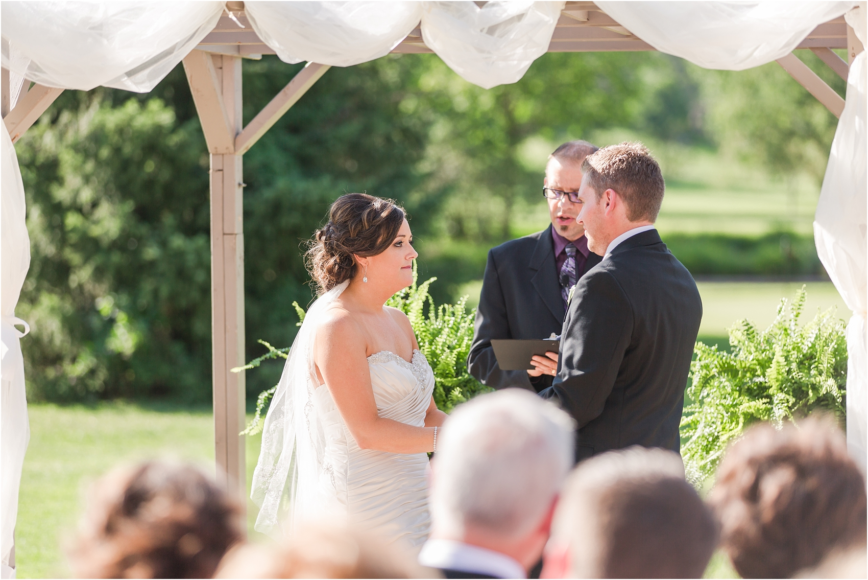 classic-wedding-photos-at-great-oaks-country-club-in-rochester-hills-mi-by-courtney-carolyn-photography_0078.jpg