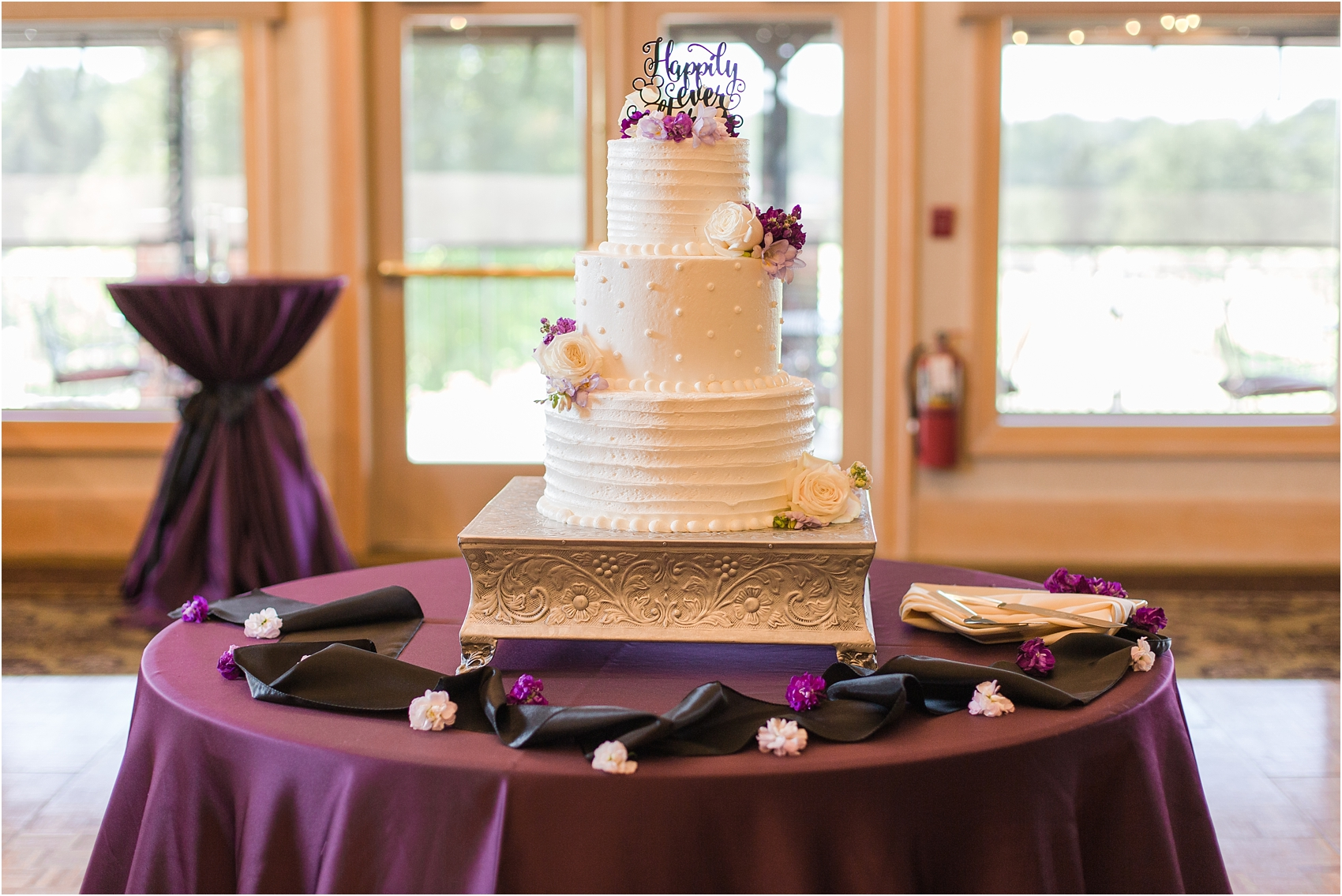 classic-wedding-photos-at-great-oaks-country-club-in-rochester-hills-mi-by-courtney-carolyn-photography_0088.jpg