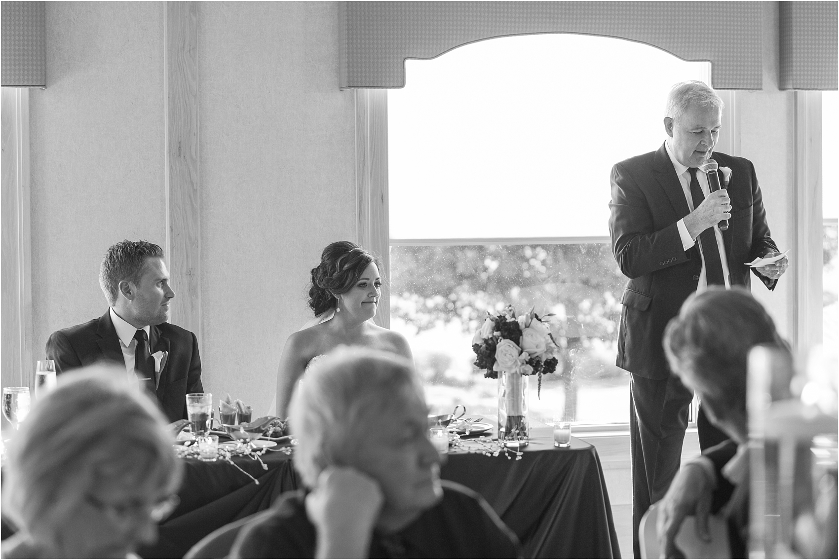 classic-wedding-photos-at-great-oaks-country-club-in-rochester-hills-mi-by-courtney-carolyn-photography_0091.jpg