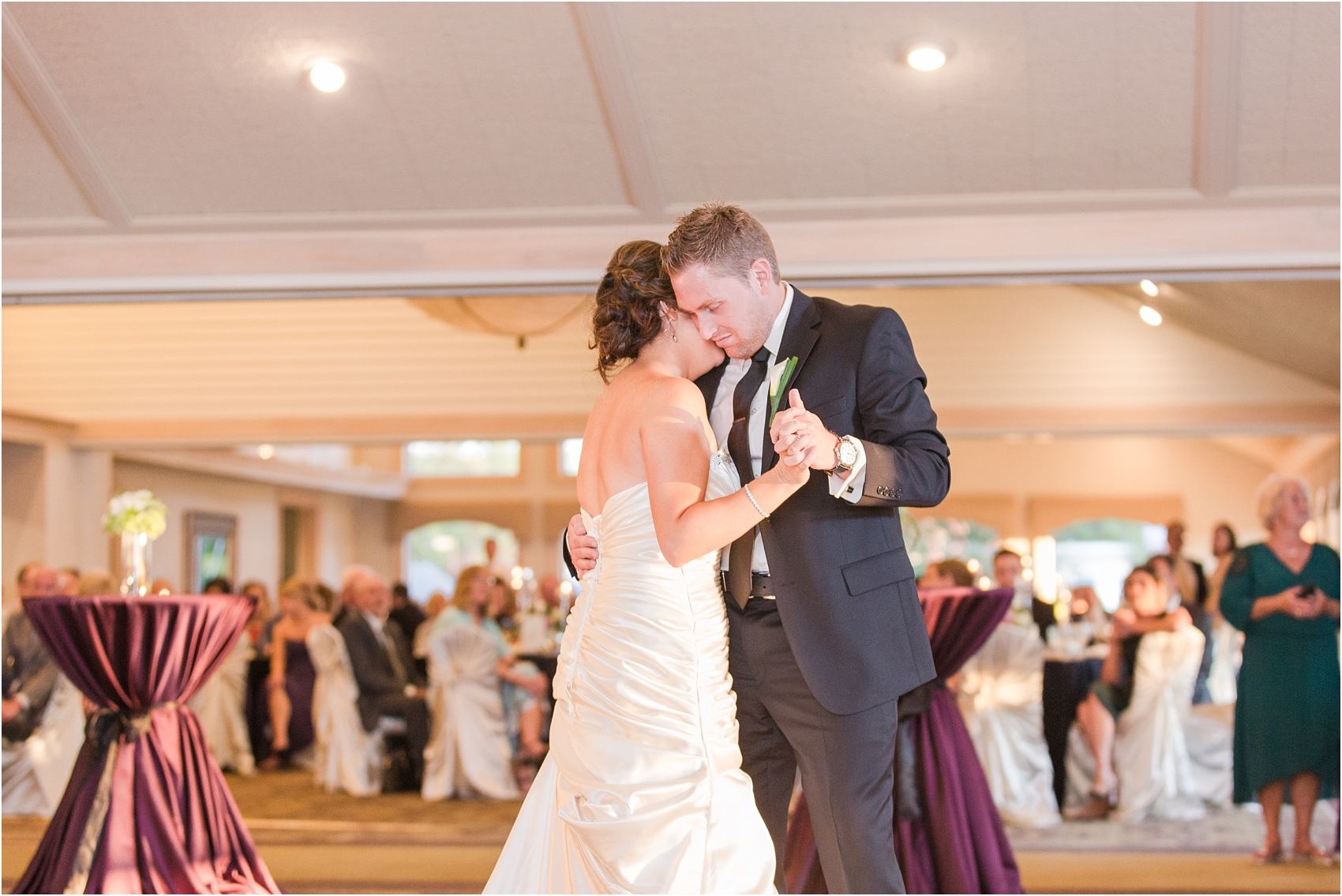 classic-wedding-photos-at-great-oaks-country-club-in-rochester-hills-mi-by-courtney-carolyn-photography_0103.jpg