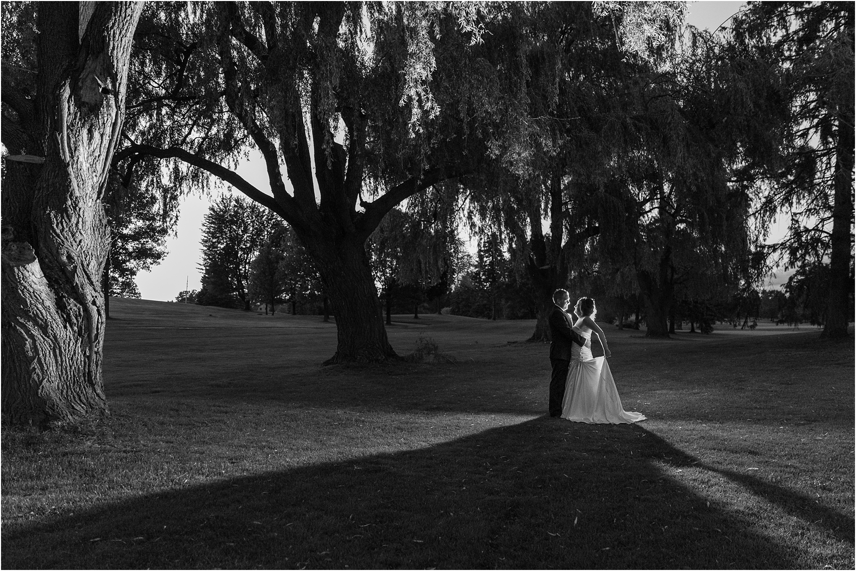 classic-wedding-photos-at-great-oaks-country-club-in-rochester-hills-mi-by-courtney-carolyn-photography_0117.jpg