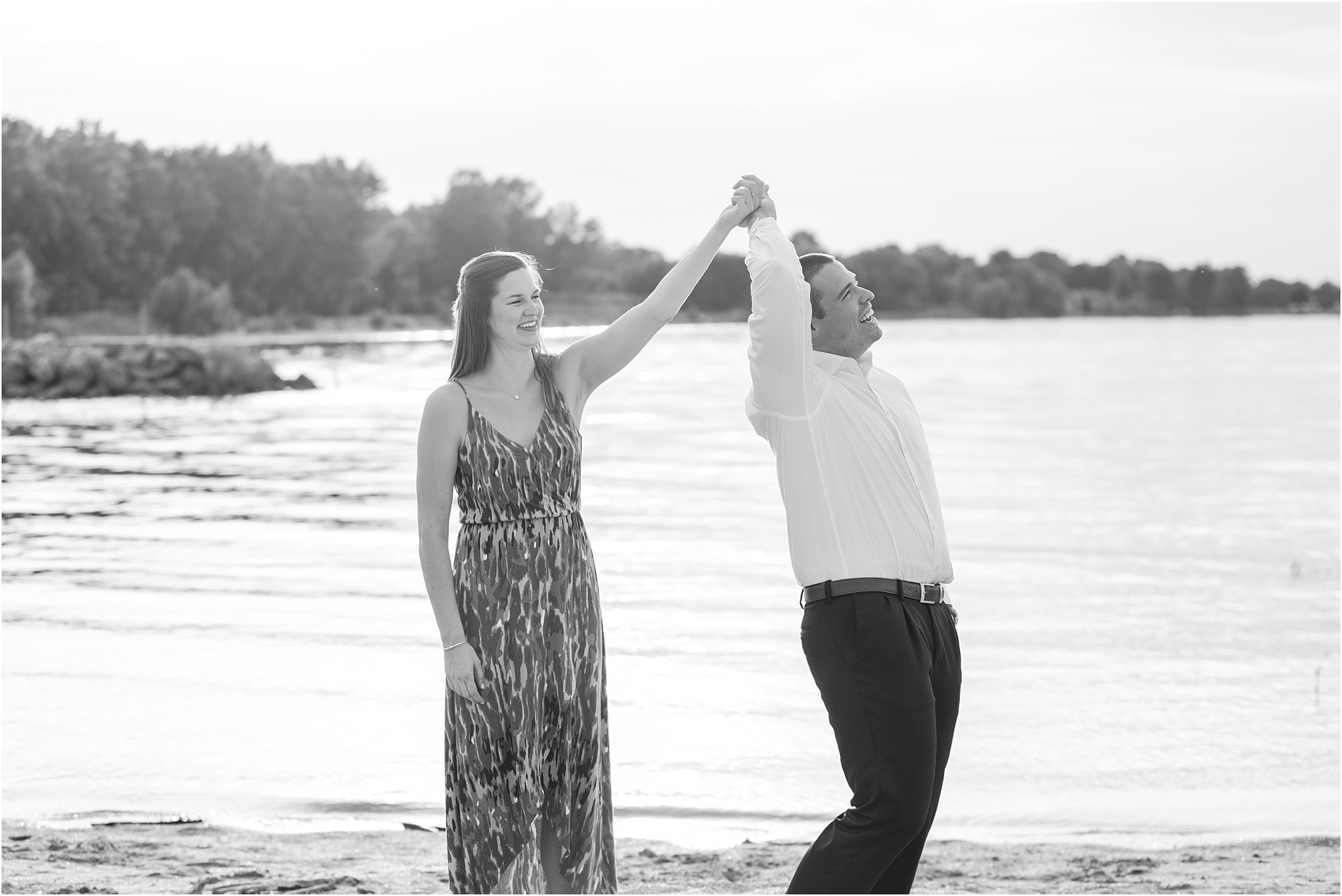light-hearted-sunset-engagement-photos-at-the-beach-in-oregon-oh-by-courtney-carolyn-photography_0029.jpg