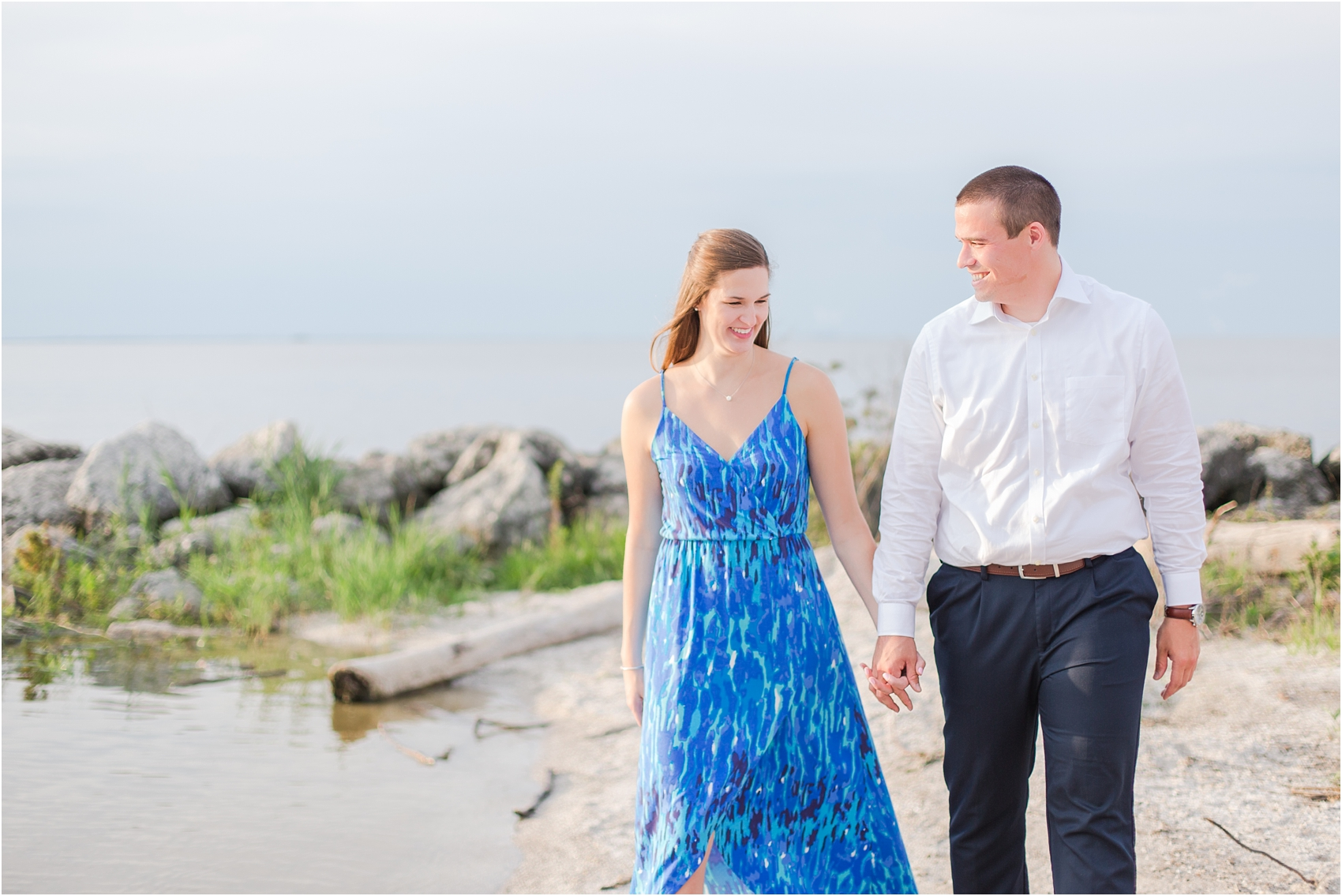 light-hearted-sunset-engagement-photos-at-the-beach-in-oregon-oh-by-courtney-carolyn-photography_0028.jpg