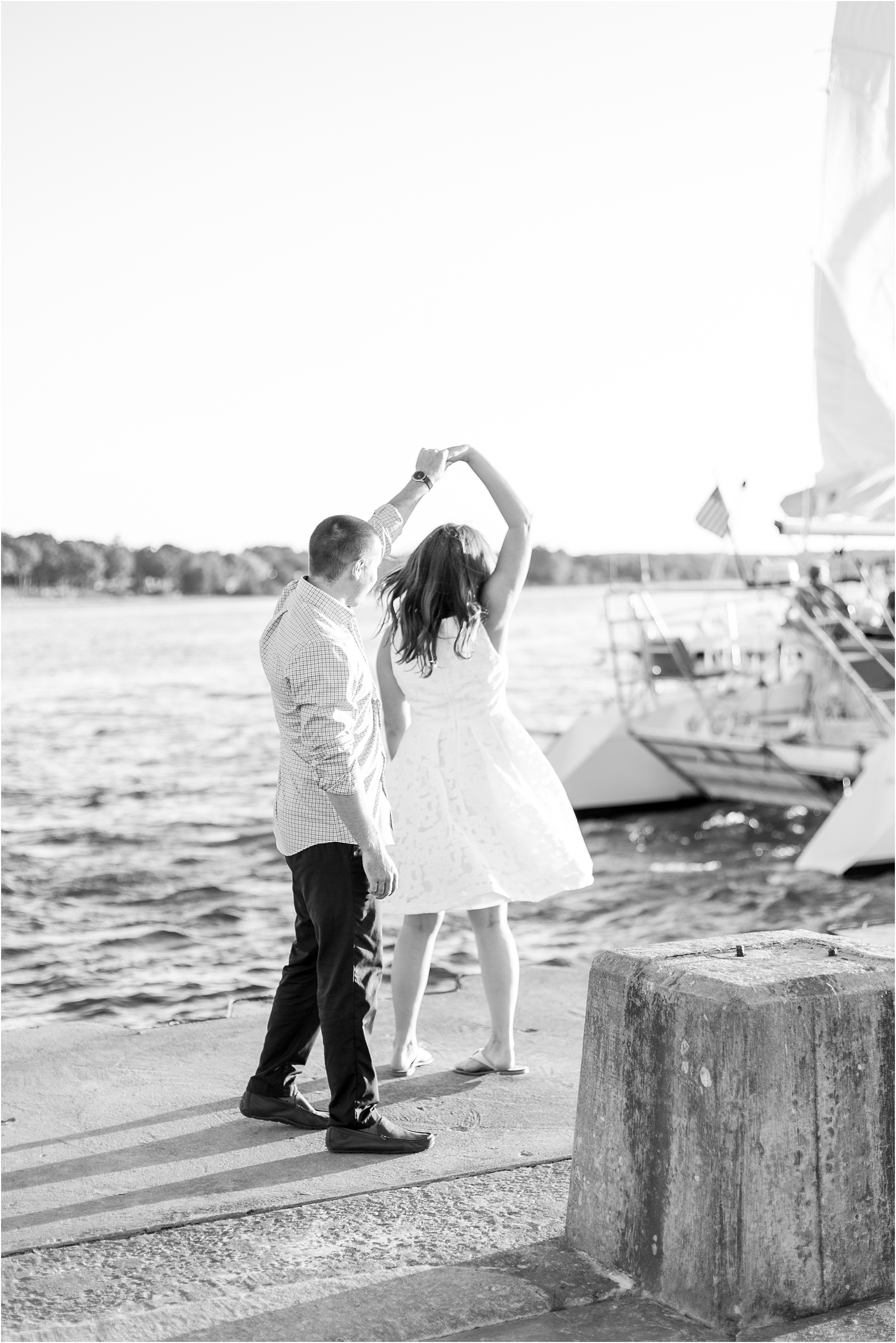 romantic-sunset-engagement-photos-at-the-lighthouse-in-charlevoix-mi-by-courtney-carolyn-photography_0008.jpg