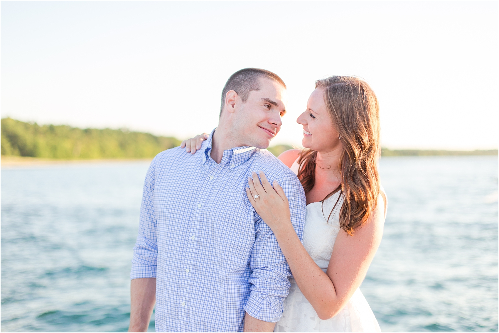 romantic-sunset-engagement-photos-at-the-lighthouse-in-charlevoix-mi-by-courtney-carolyn-photography_0014.jpg