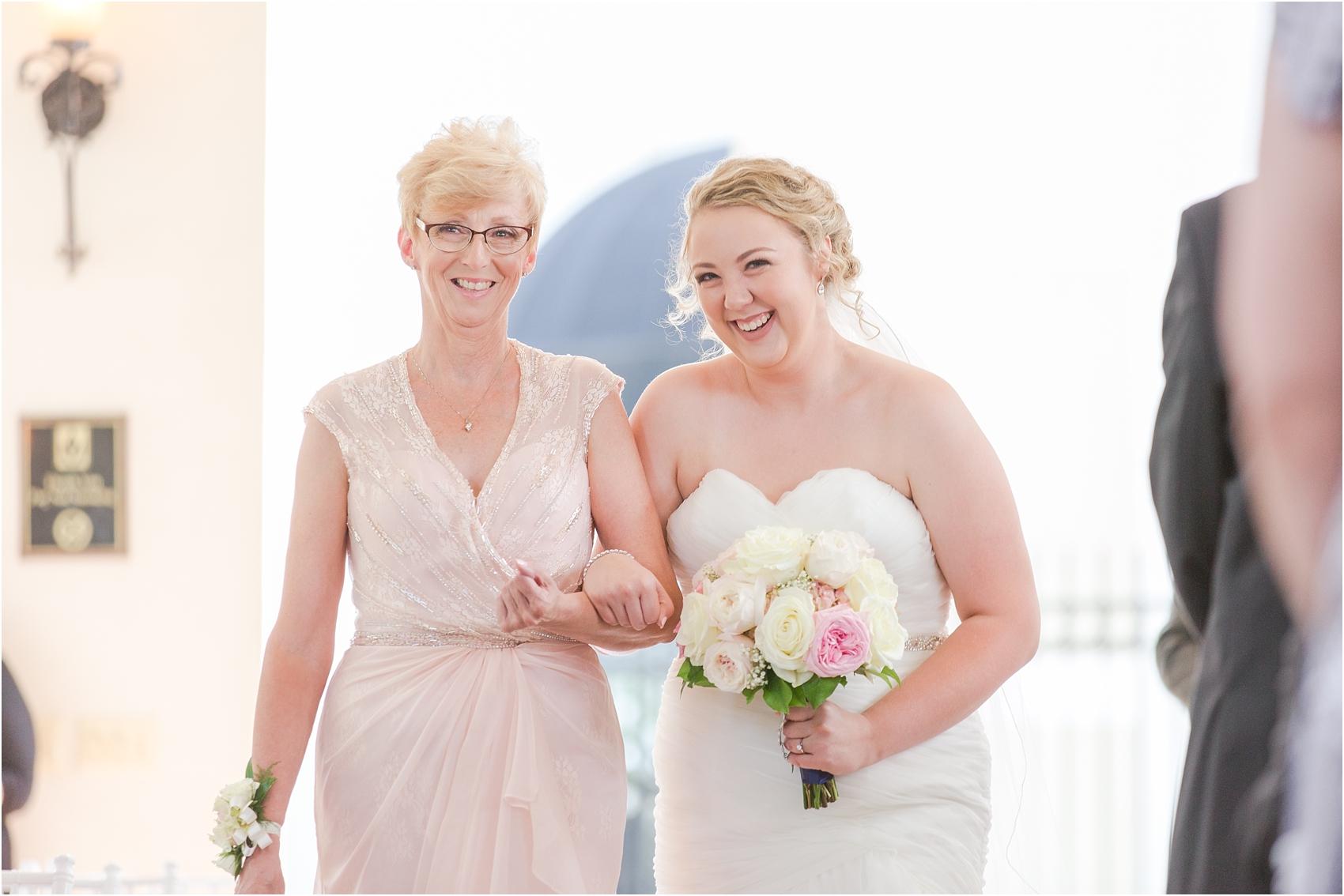 joyful-and-candid-navy-blush-wedding-photos-at-crystal-gardens-in-howell-mi-by-courtney-carolyn-photography_0031.jpg